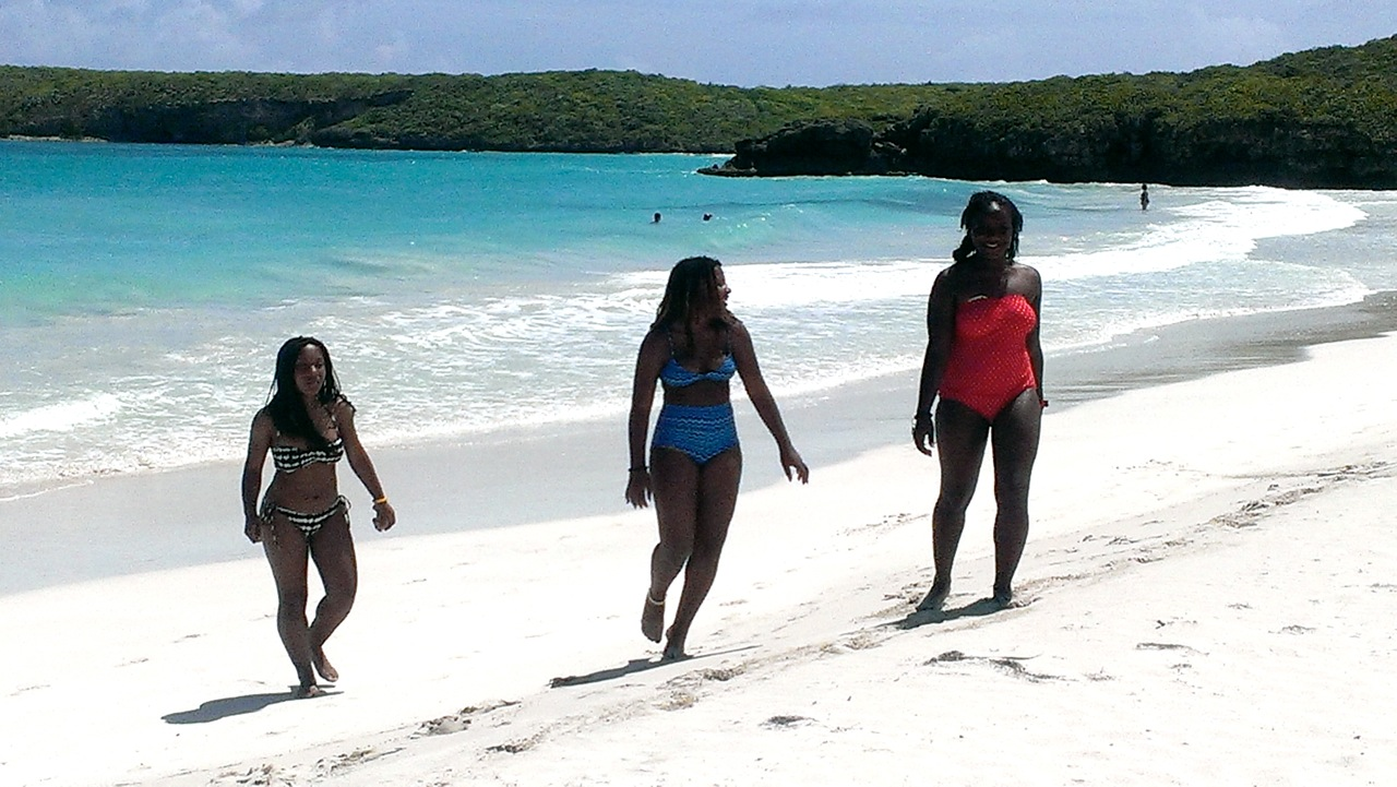 India, Noel and Jonay on the beach
