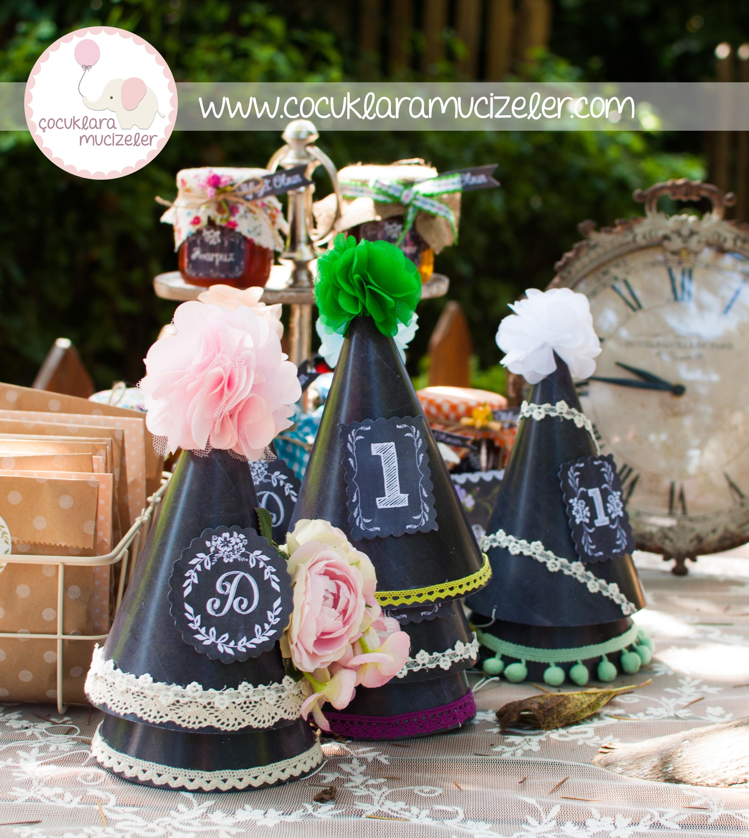 Kara Tahta Görünümlü Parti Şapkaları