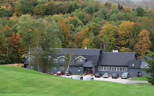 Located only three miles from Killington Ski Resort and overlooking the fairway of Vermont's #1-voted public golf course, this larger-than-life country farmhouse has everything you could hope for in your Vermont vacation. The Trailside Inn is a rustic and inviting Inn that boasts two separate event spaces and 20 private guest rooms.