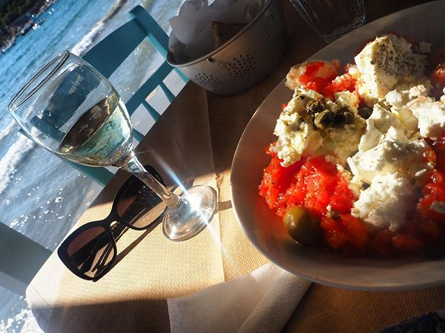 Afternoon deLight 🍅 the Dakos will never replace a traditional Greek Salad for me, but it's having a damn good go. Creamy feta is a win - and only the freshest, juiciest tomatoes will do. This one was devoured at Tzitzikas in Syros.