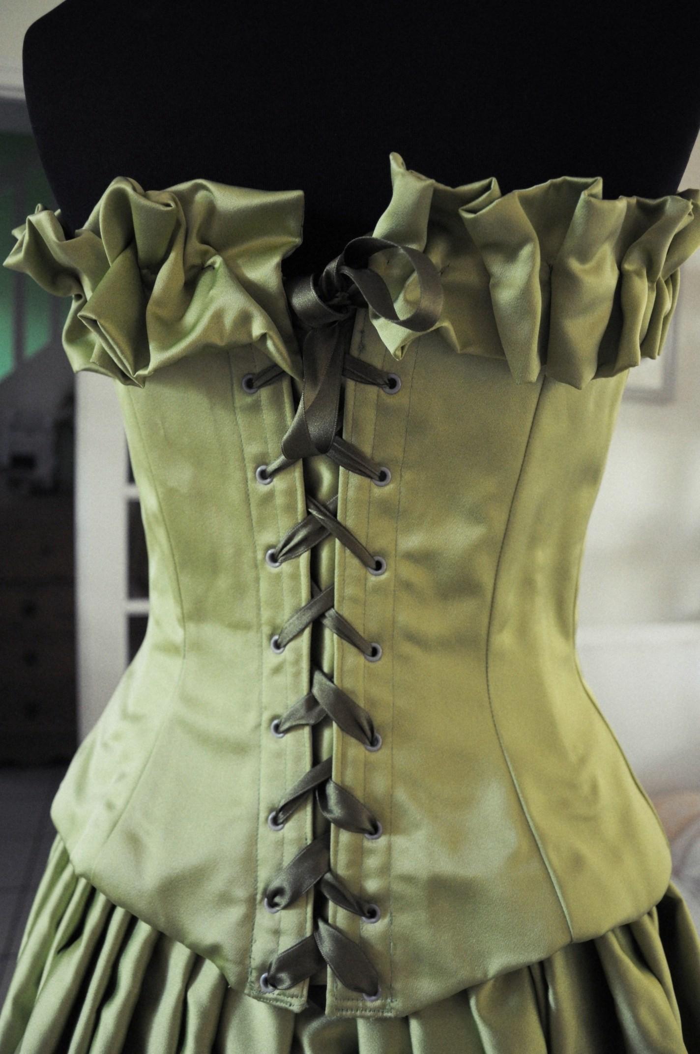 corset en satin duchesse vert