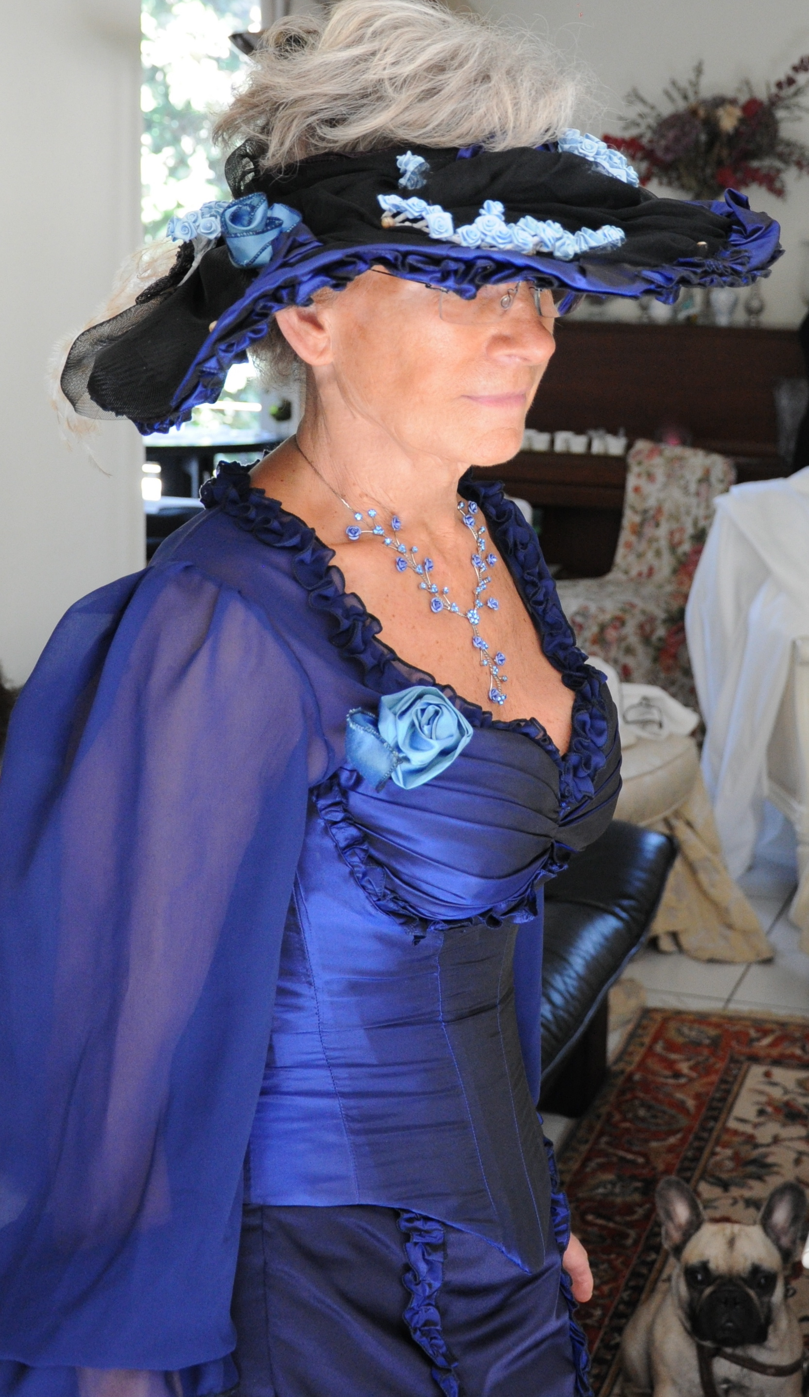 Tenue de cocktail corsetée en soie et mousseline de soie bleu marine