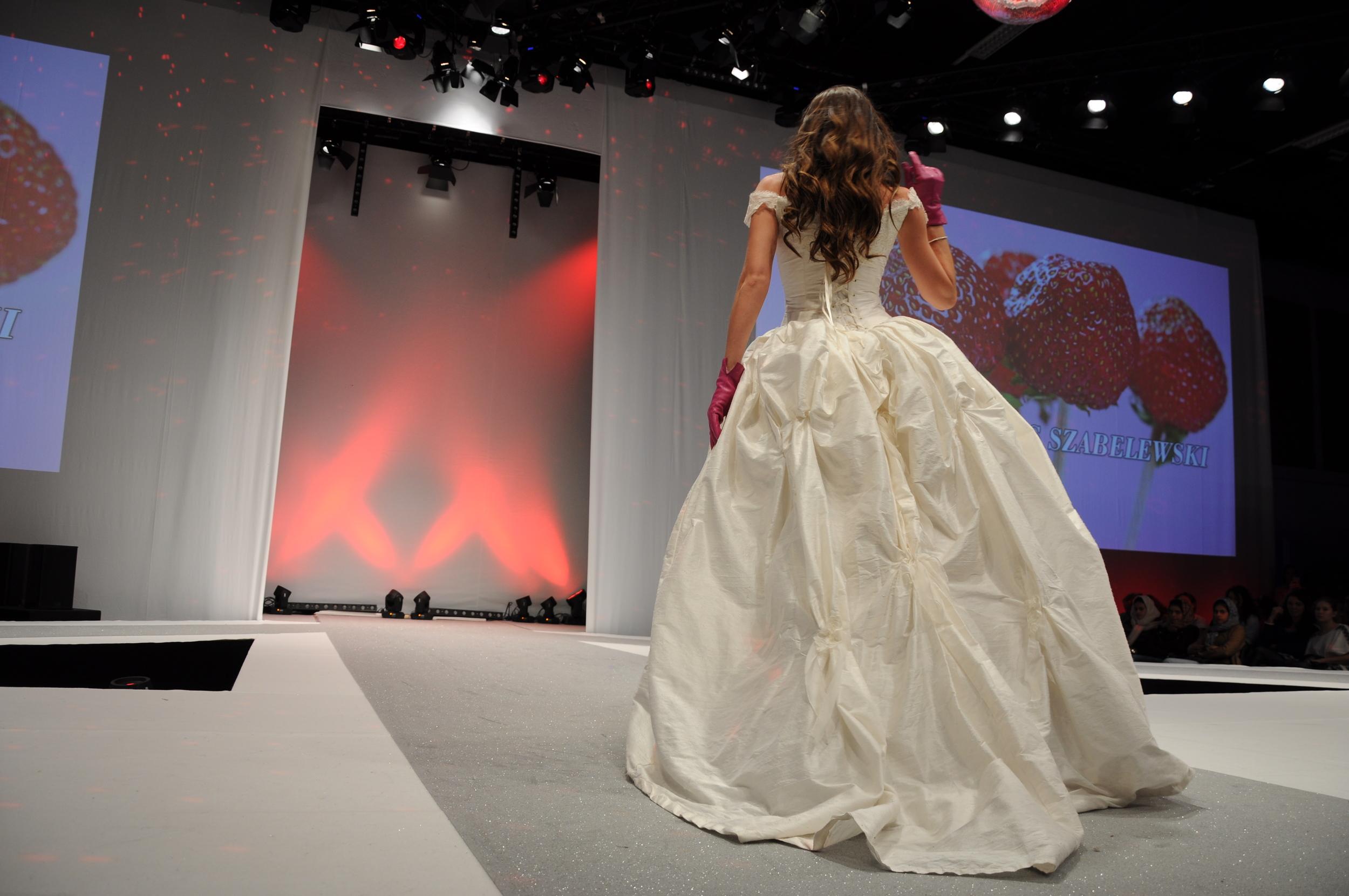 Robe de mariée Fantasja, traîne bouillonnée