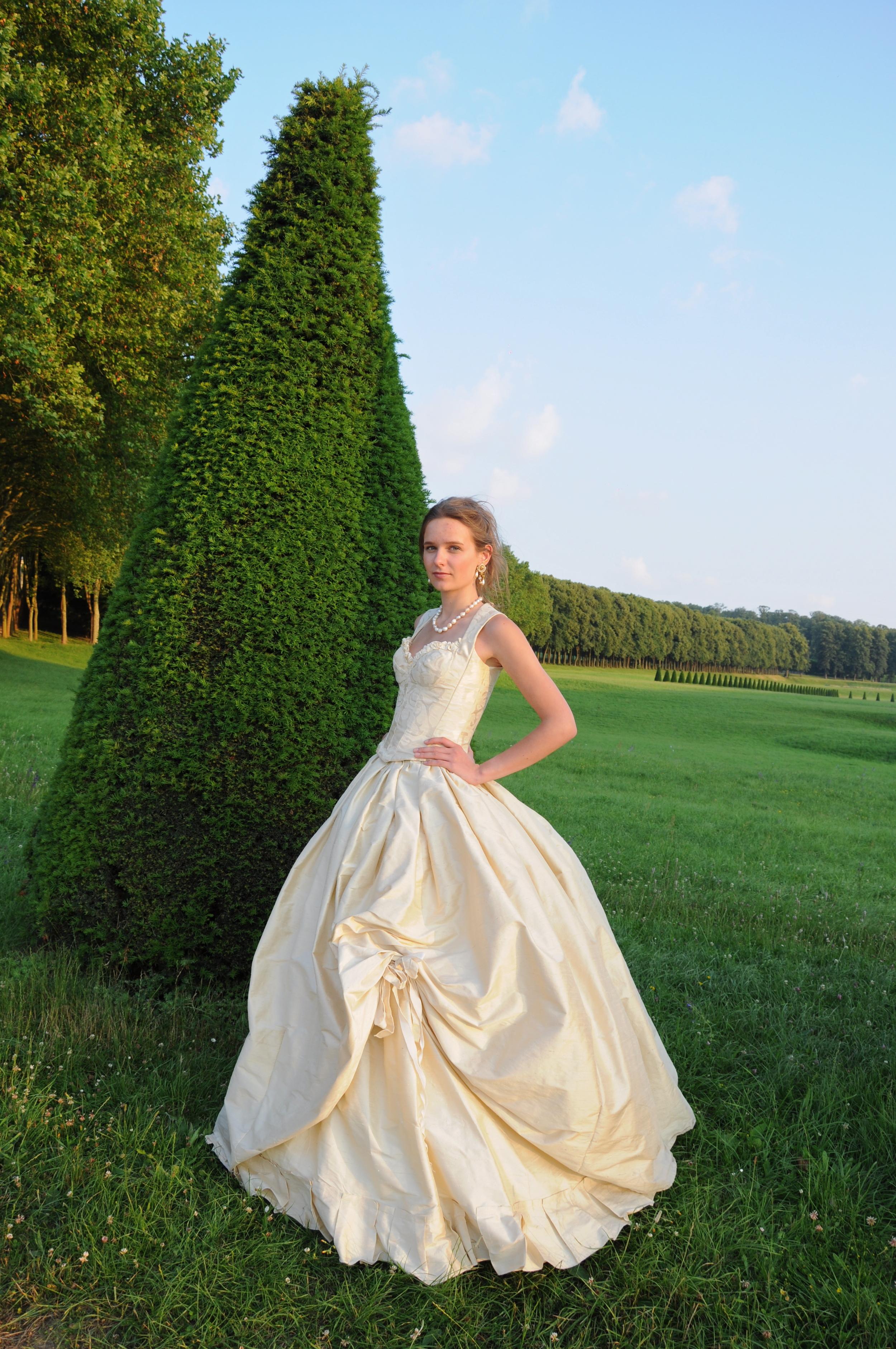 Robe de mariée en soie sauvage ivoire corsetée