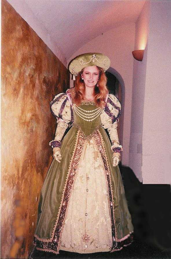 Robe Renaissance en velours vert et brocart