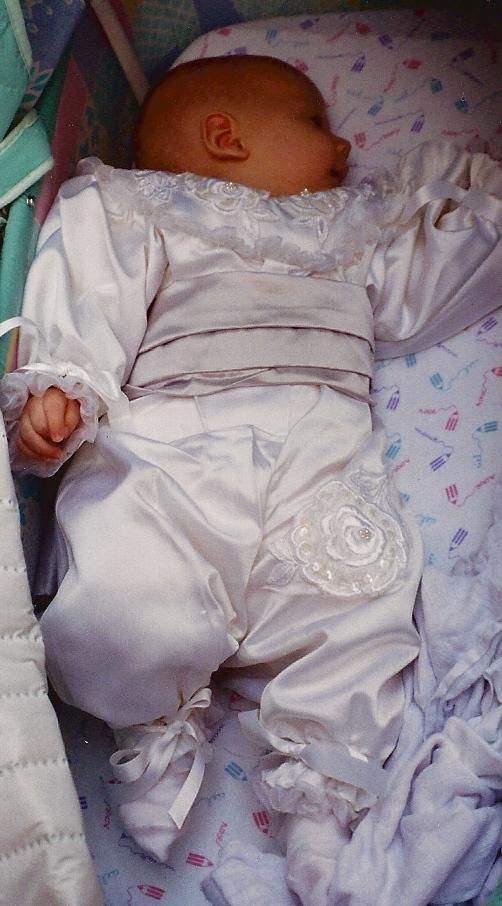 Petit habit de baptême en satin duchesse et broderies d'organza