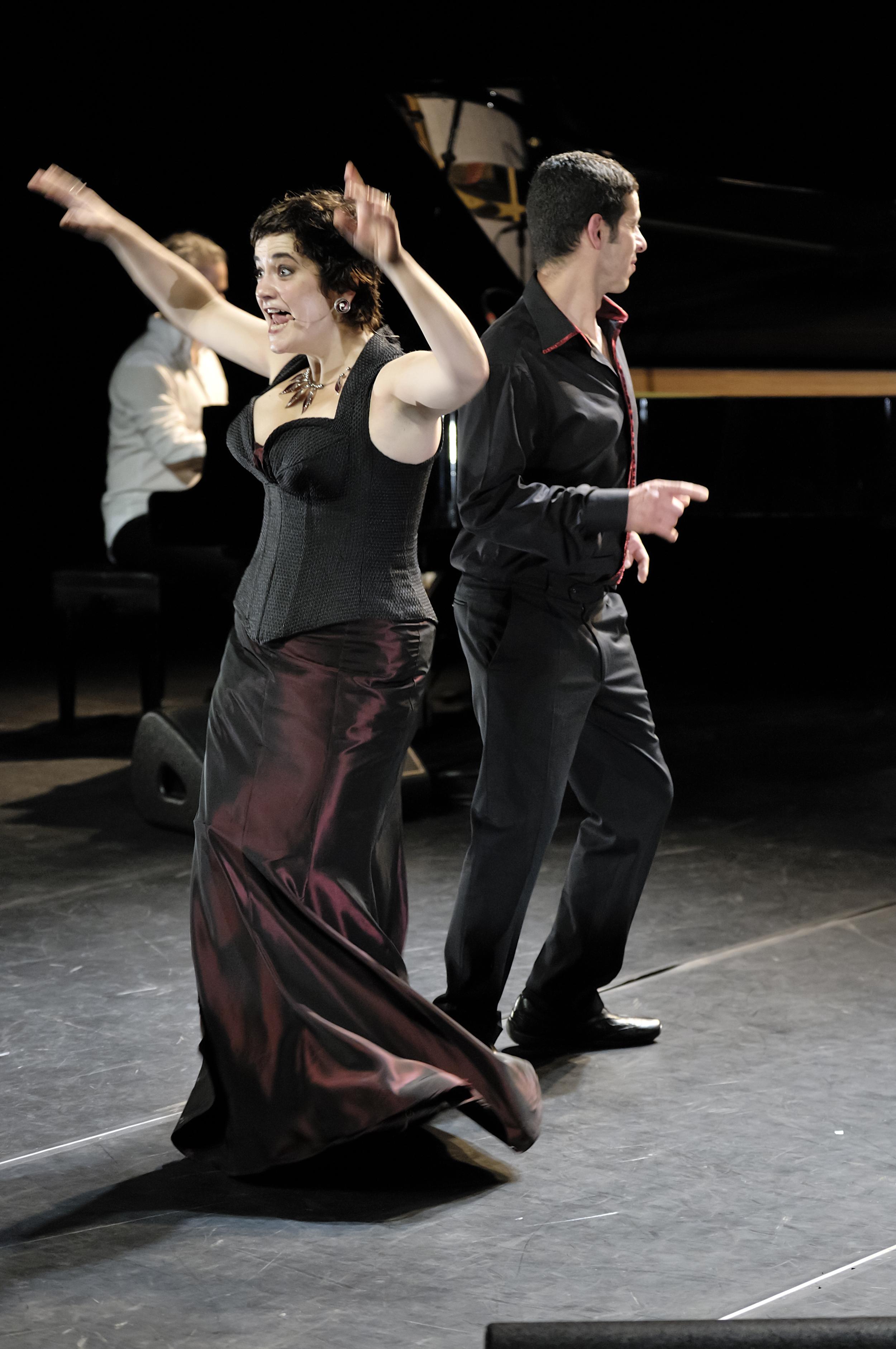 Costume de scène pour la chanteuse Colombe : corset et jupe en taffetas