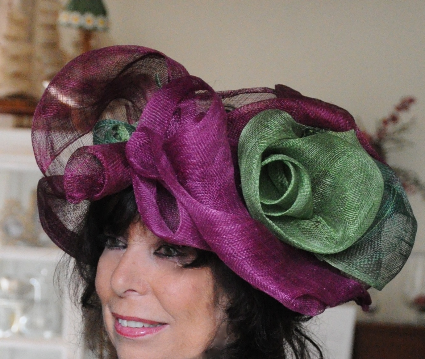 Chapeau en sisal prune et vert sur mesure
