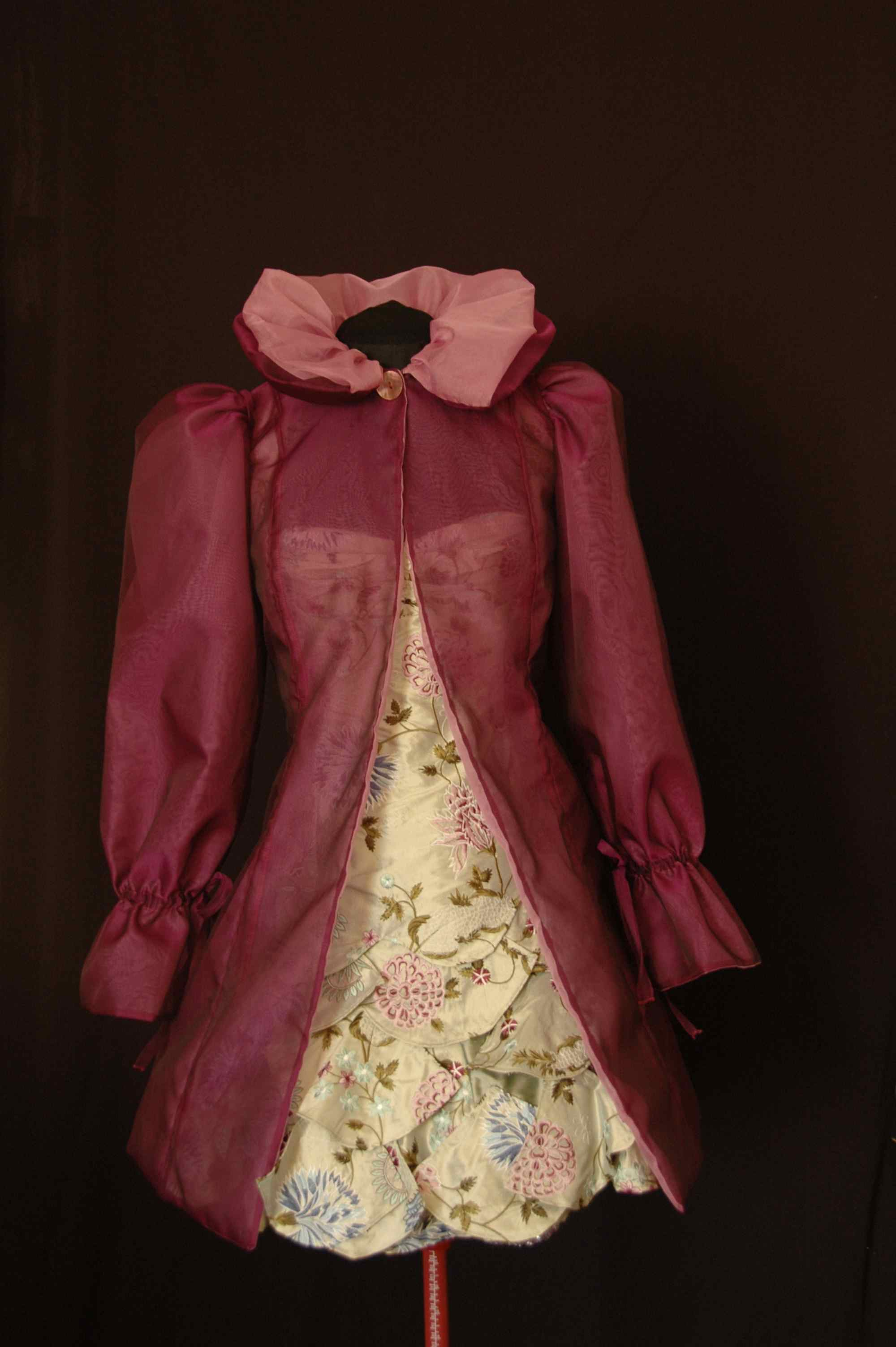 Manteau de cocktail en organza de soie réversible rose-prune