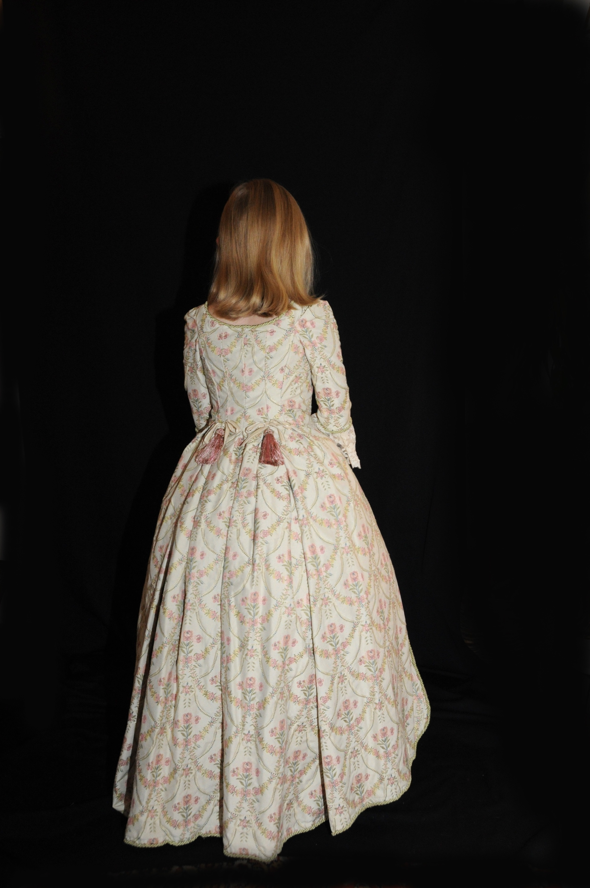 Robe XVIIIe petite fille en tissu broché, création Agnès Szabelewski