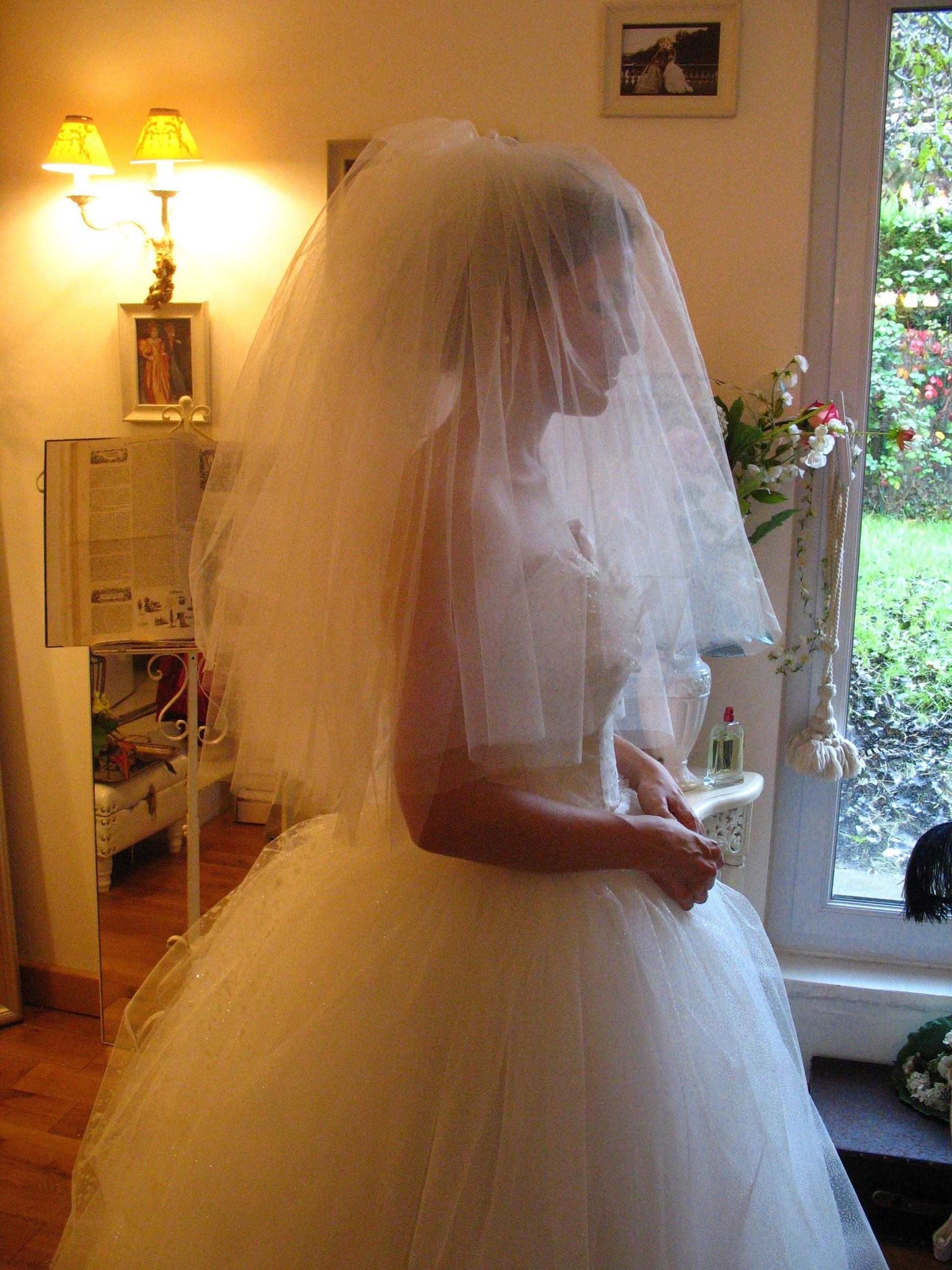 Voile de mariée court, à la taille, deux couches à l'arrière, une couche à l'avant en tulle fin, sur mesure
