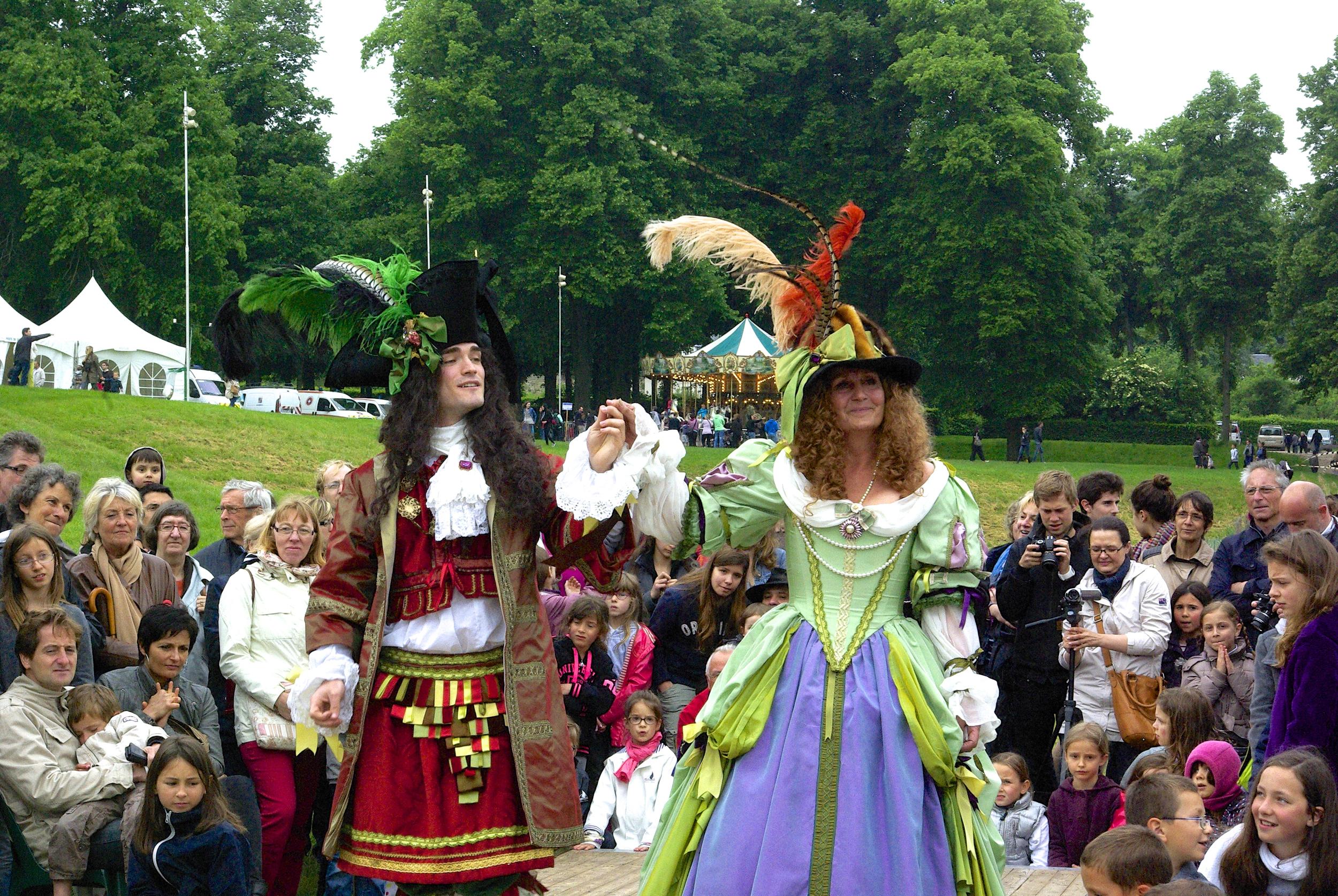 Costumes Louis XIV Homme et Femme. Agnès Szabelewski