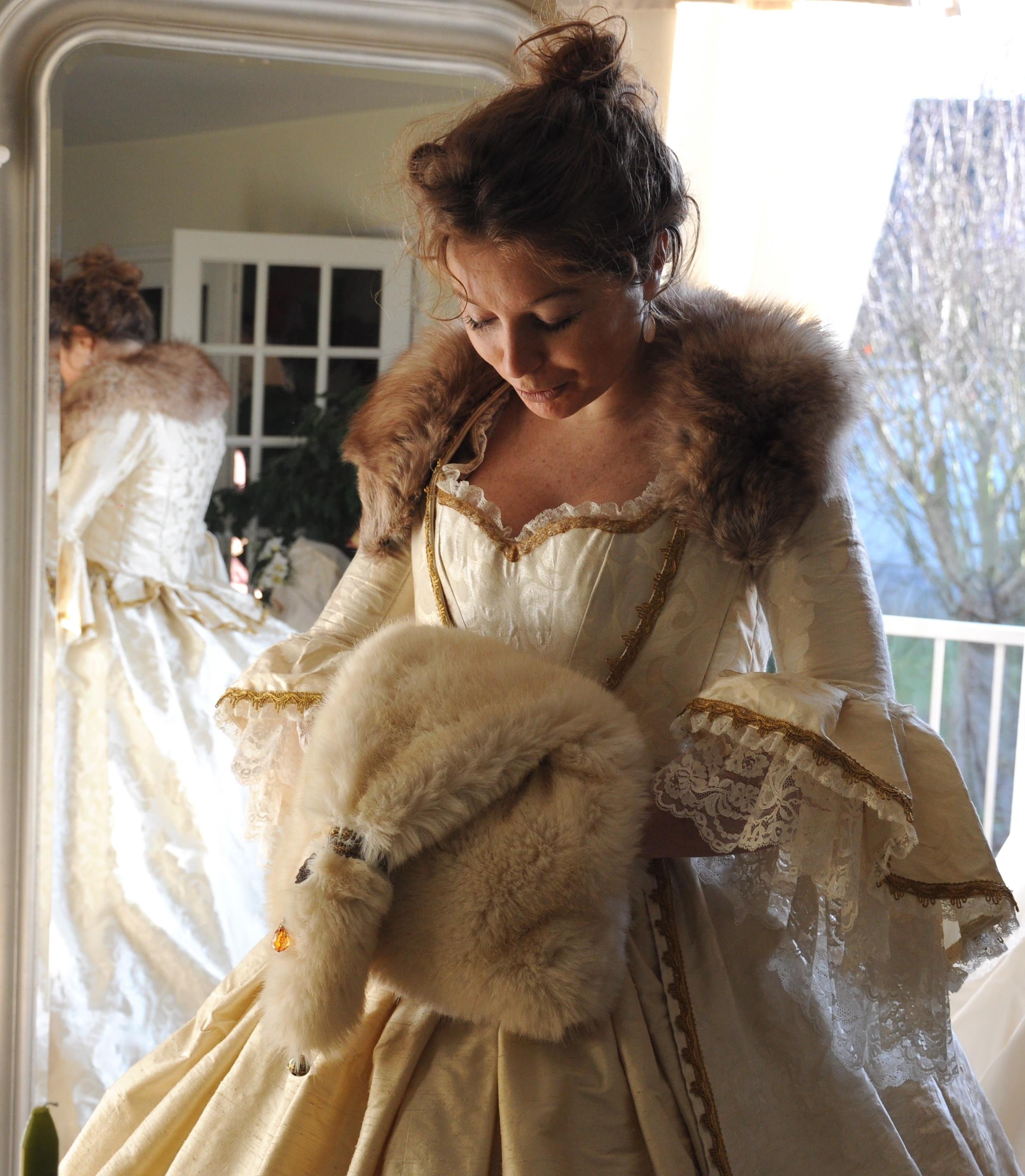 Manchon en fausse fourrure écru Agnes Szabelewski.jpg