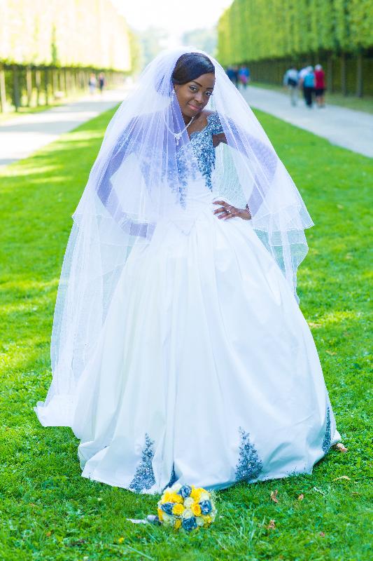 Robe de mariée broderies argent et voile à strass Agnes Szabelewski - copie.jpg