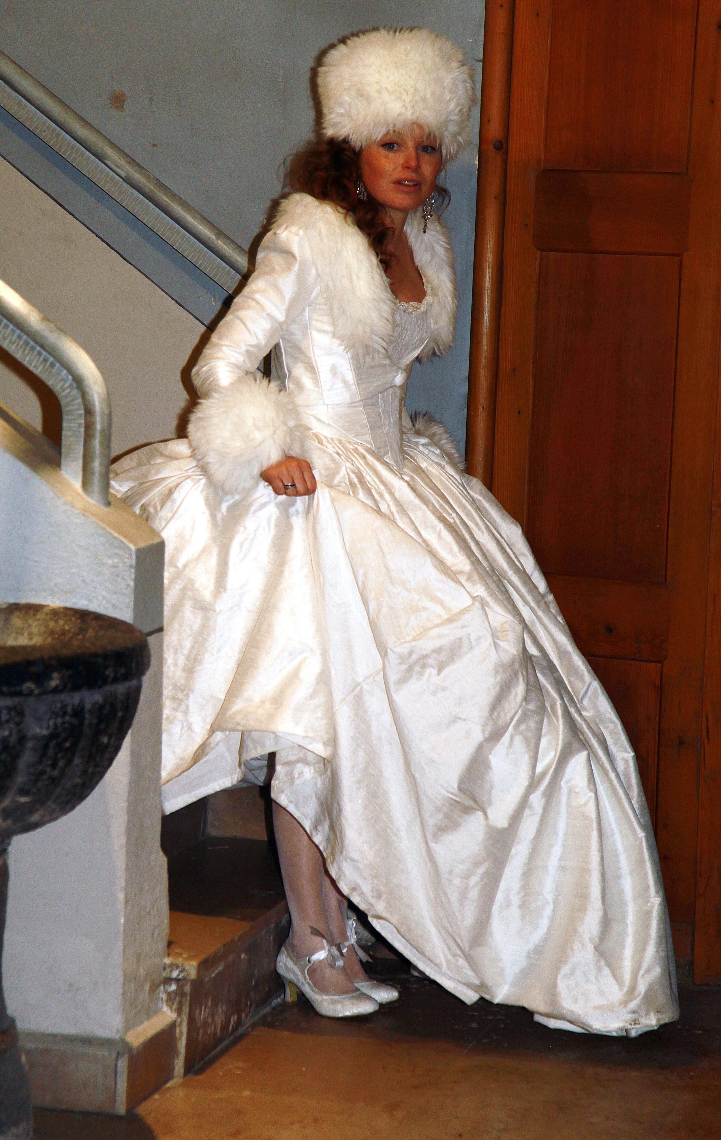 Robe de mariée en soie et fourrure Agnes Szabelewski.jpg