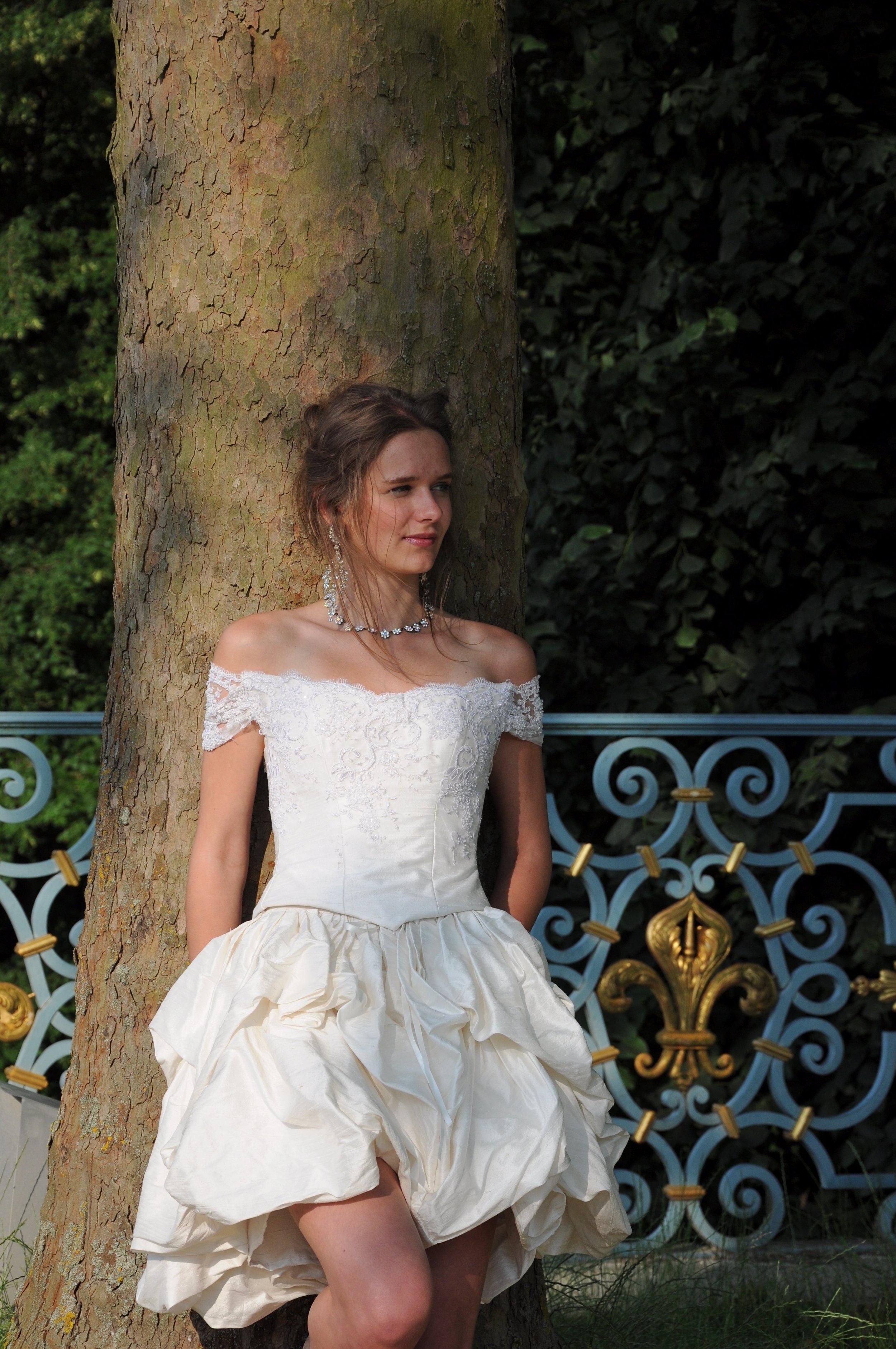 Robe de mariée Fantasia courte soie et tulle perlé Agnes Szabelewski.jpg