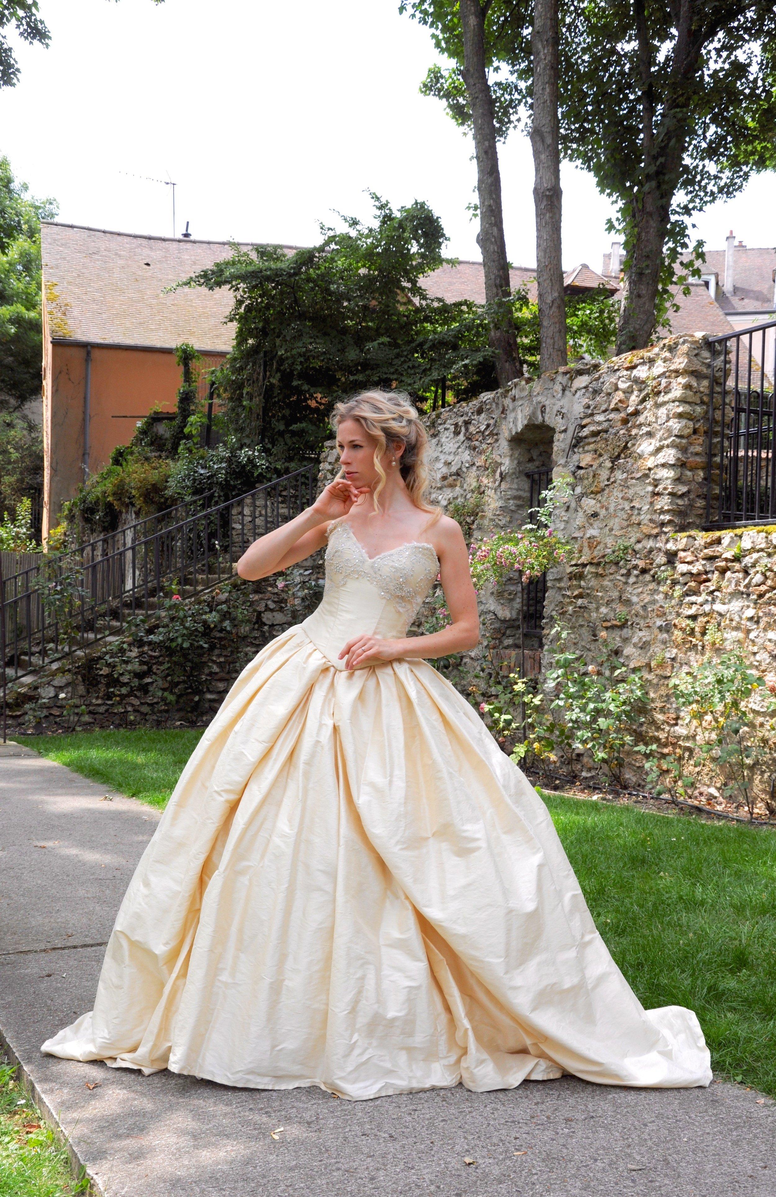 Robe de mariée corsetee ivoire sur mesure Agnes Szabelewski.jpg