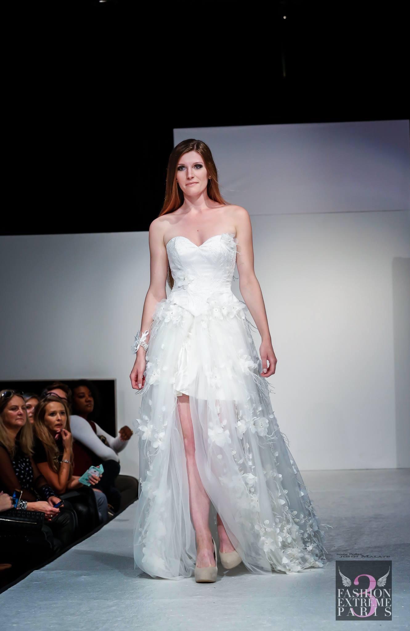 Robe de mariée corset dentelle et jupe en dentelle à fleurs relief Agnes Szabelewski photo John Malate.jpg