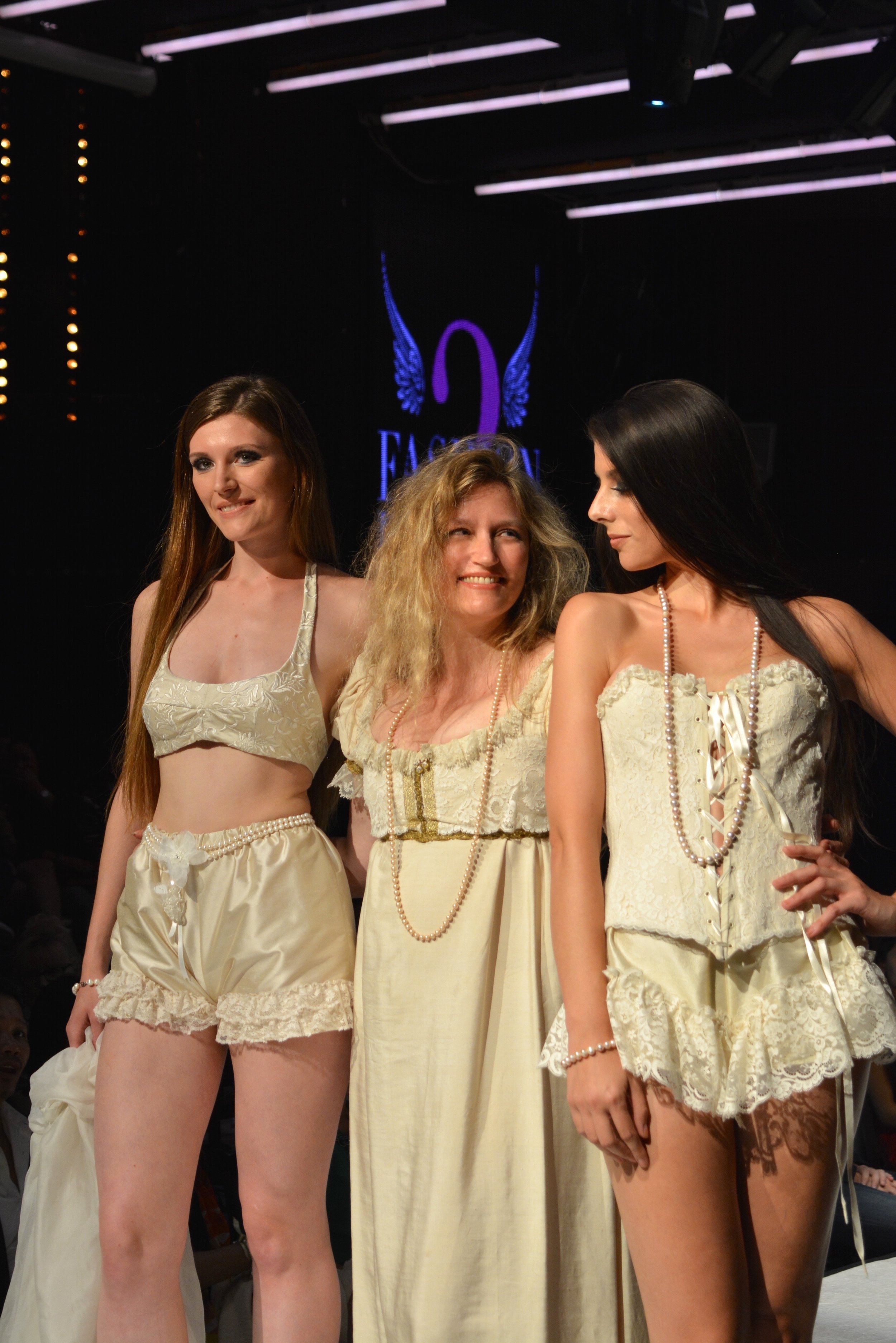 Défilé lingerie Agnes Szabelewski.jpg