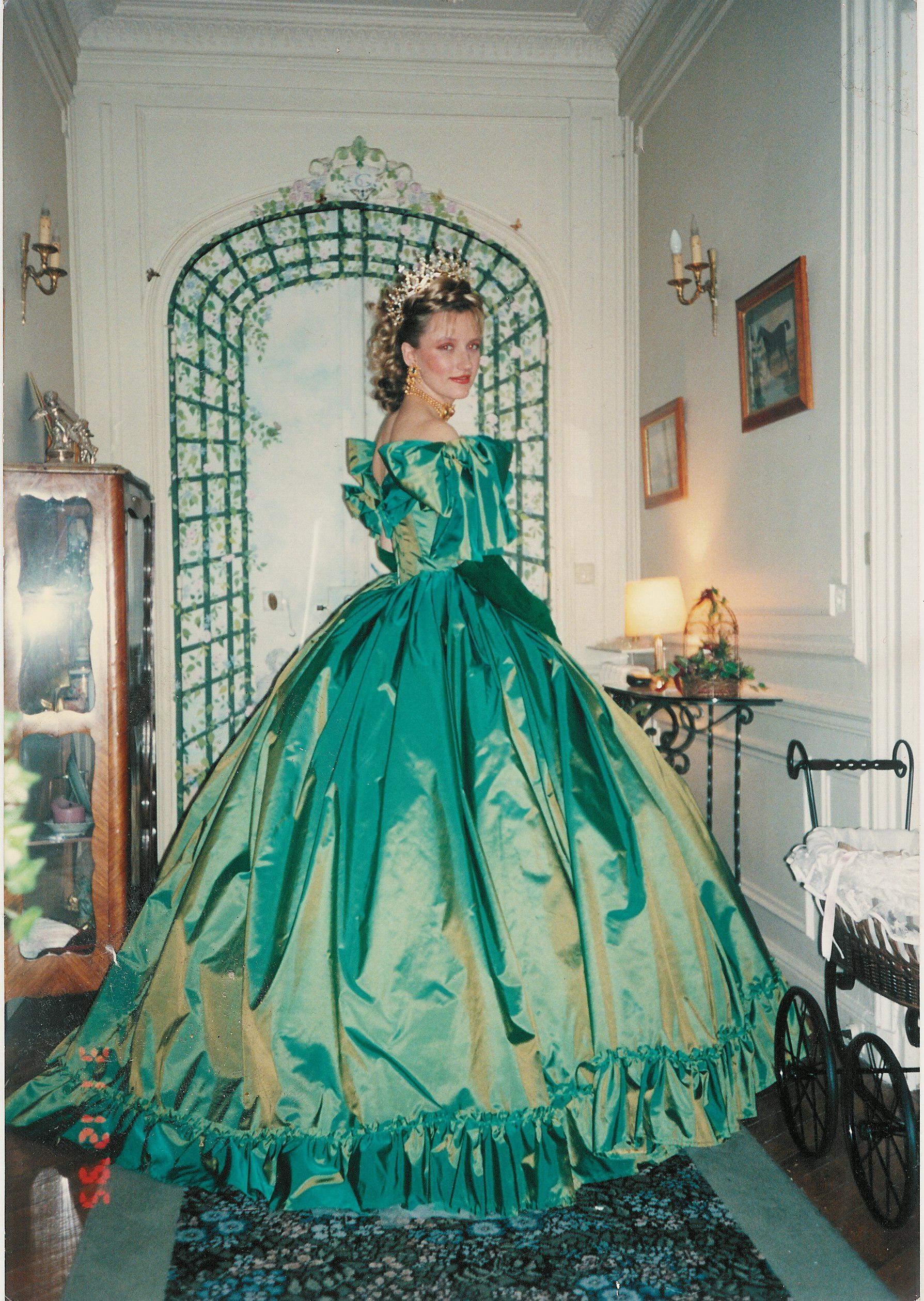 Robe Napoléon III en taffetas vert crinoline