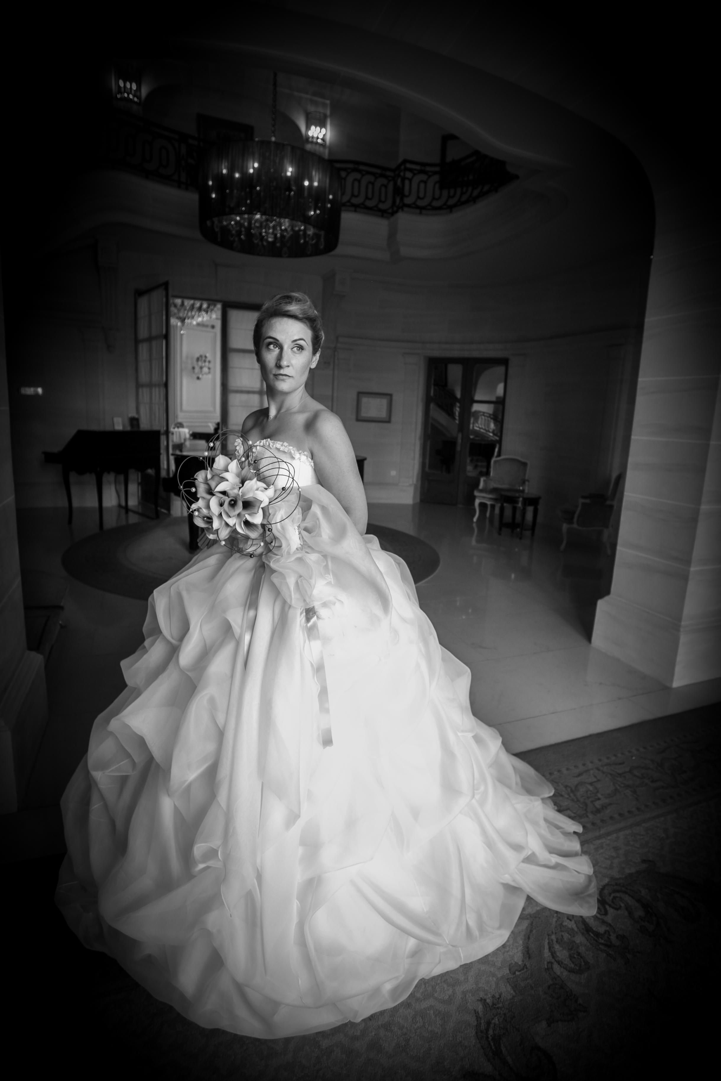 Robe de mariée en soie ivoire et mauve face Agnès Szabelewski photo Olivier Froidefond.jpg