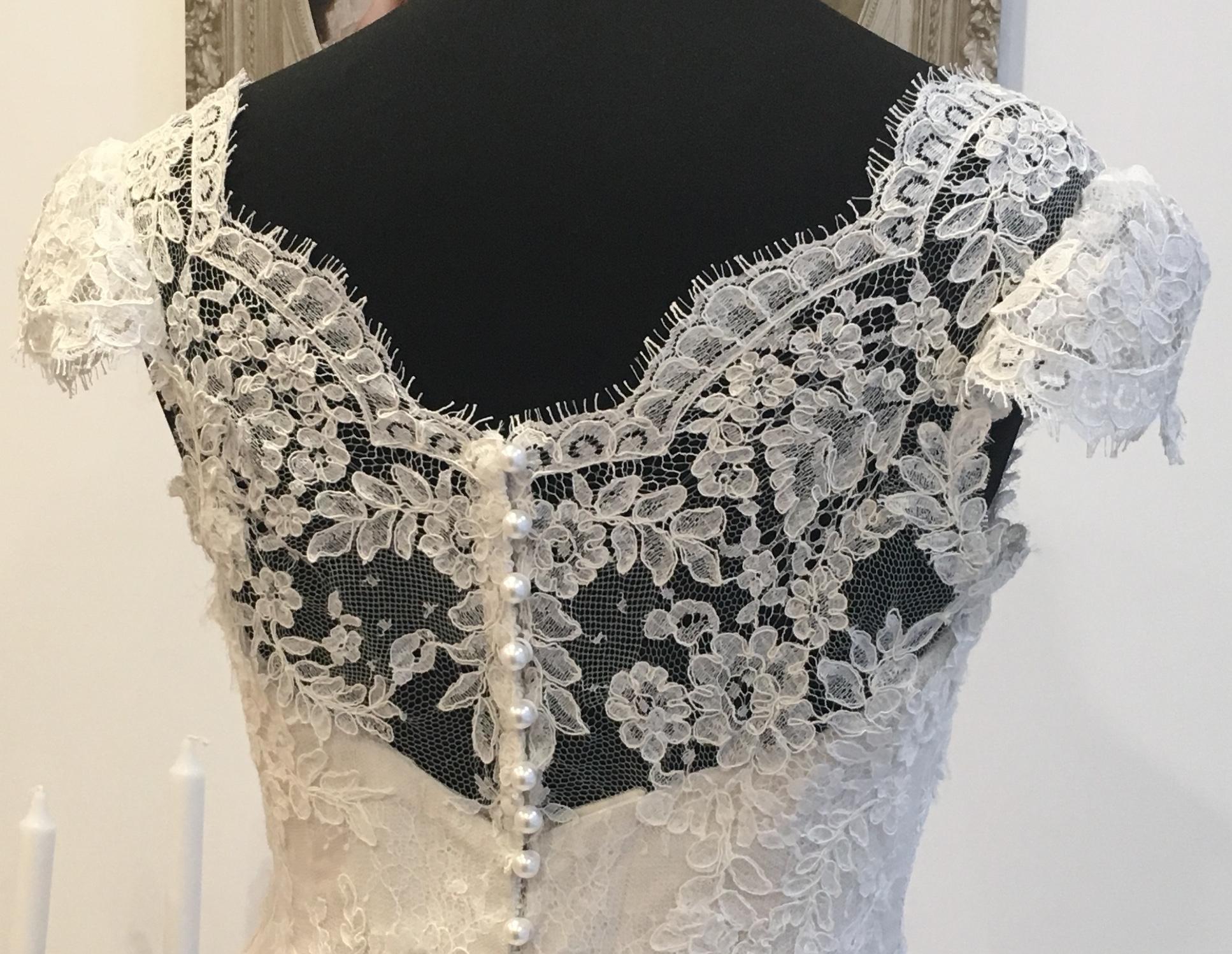 Robe de mariée Sofia corset dos dentelle de Calais Agnès Szabelewski.jpg
