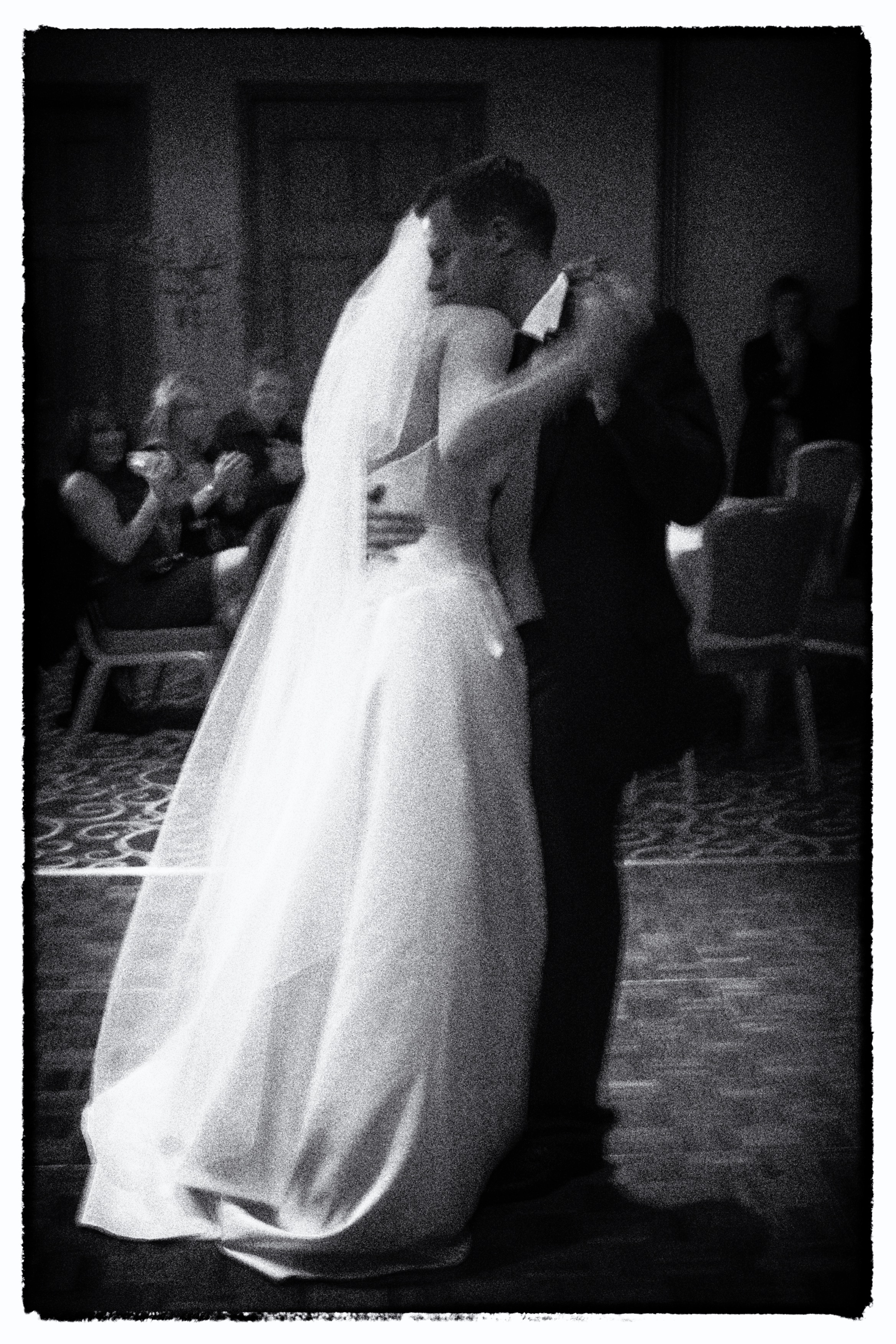 Alison & John, The First Dance. © Wedding Photography by Vivid Confetti