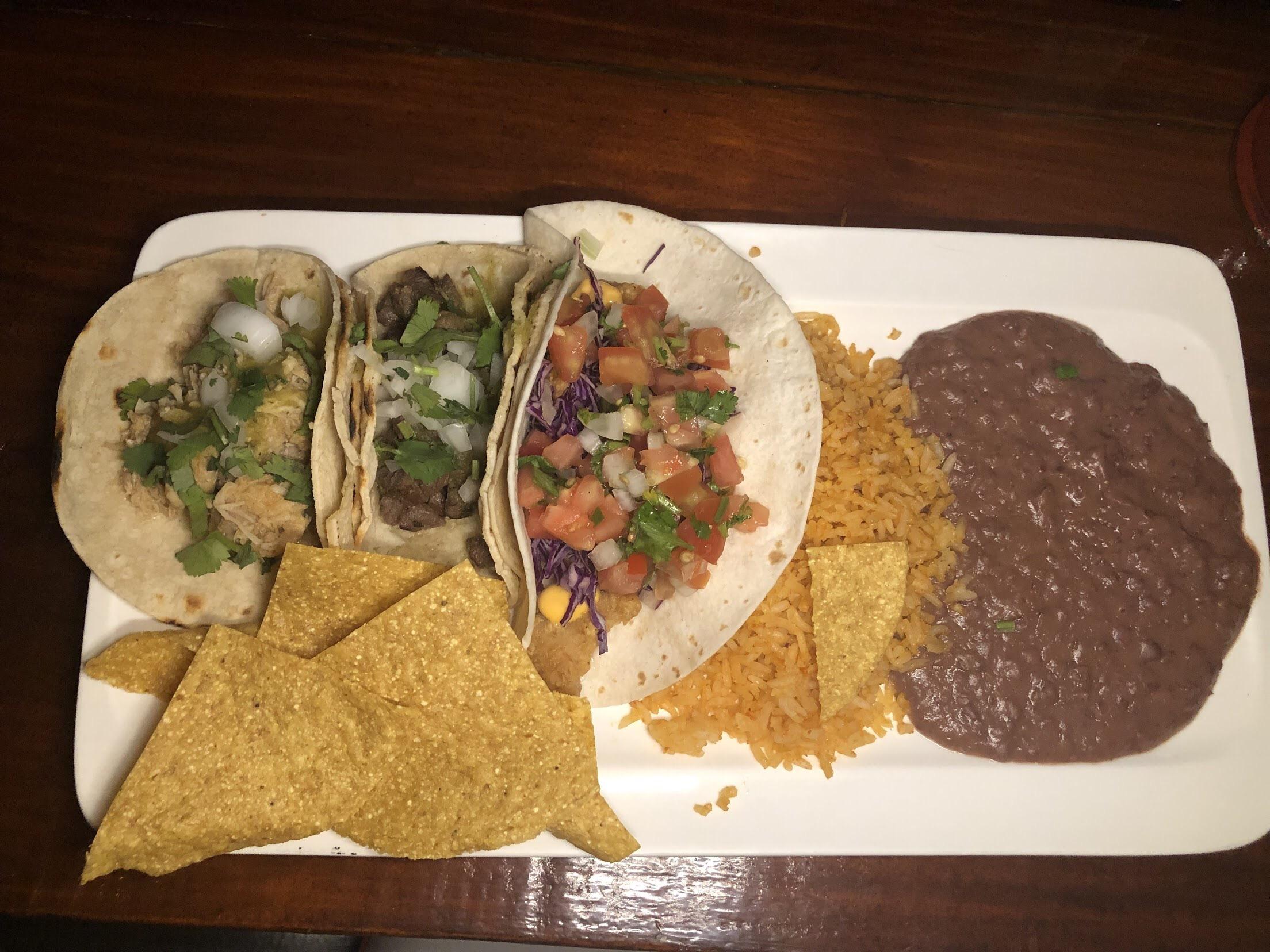 Tres Tacos Mexicanos Plate $4150 CRC | $7 USD