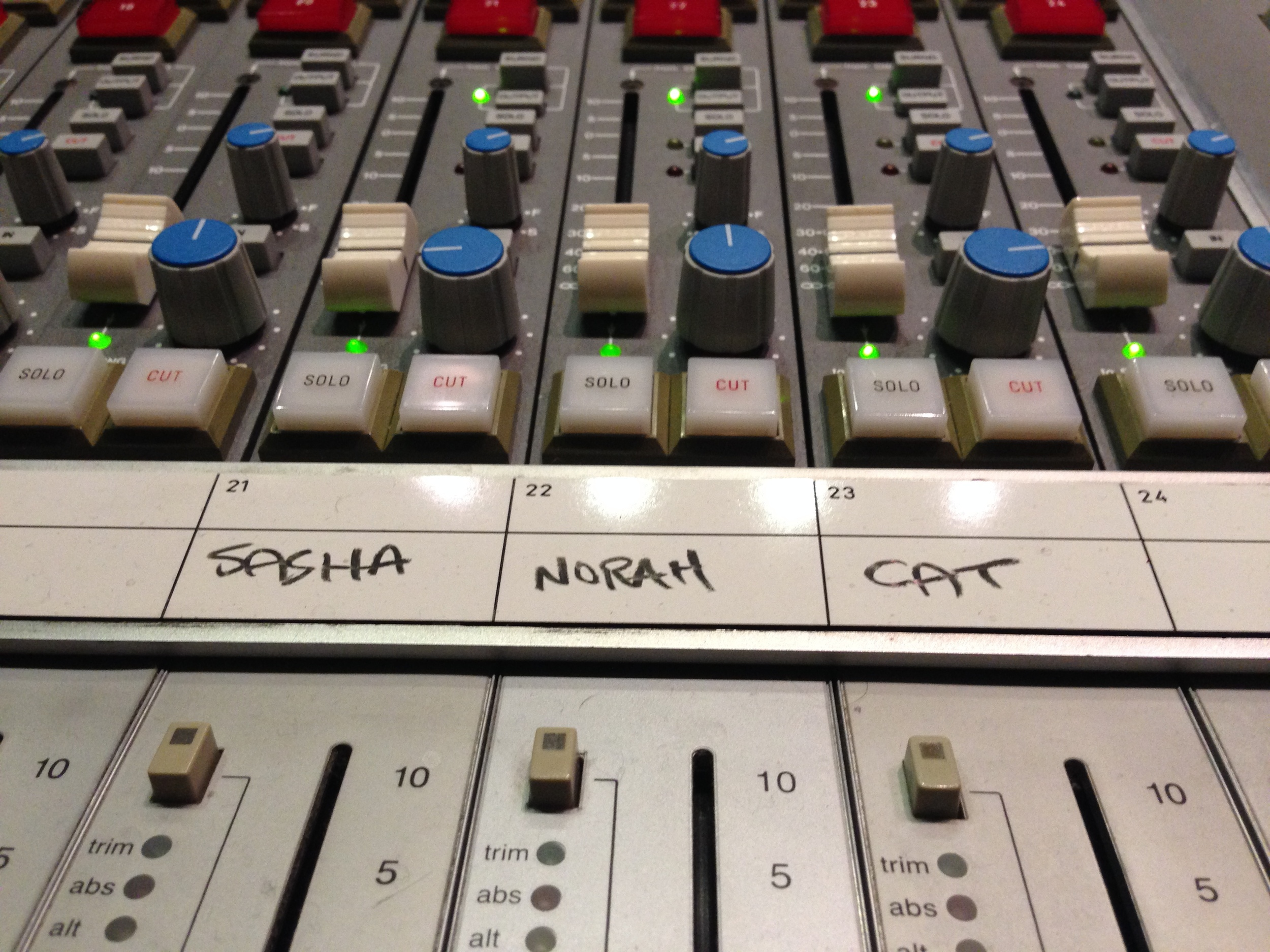 Sasha Dobson, Norah Jones, Cat Popper: Puss-N-Boots record mixing.