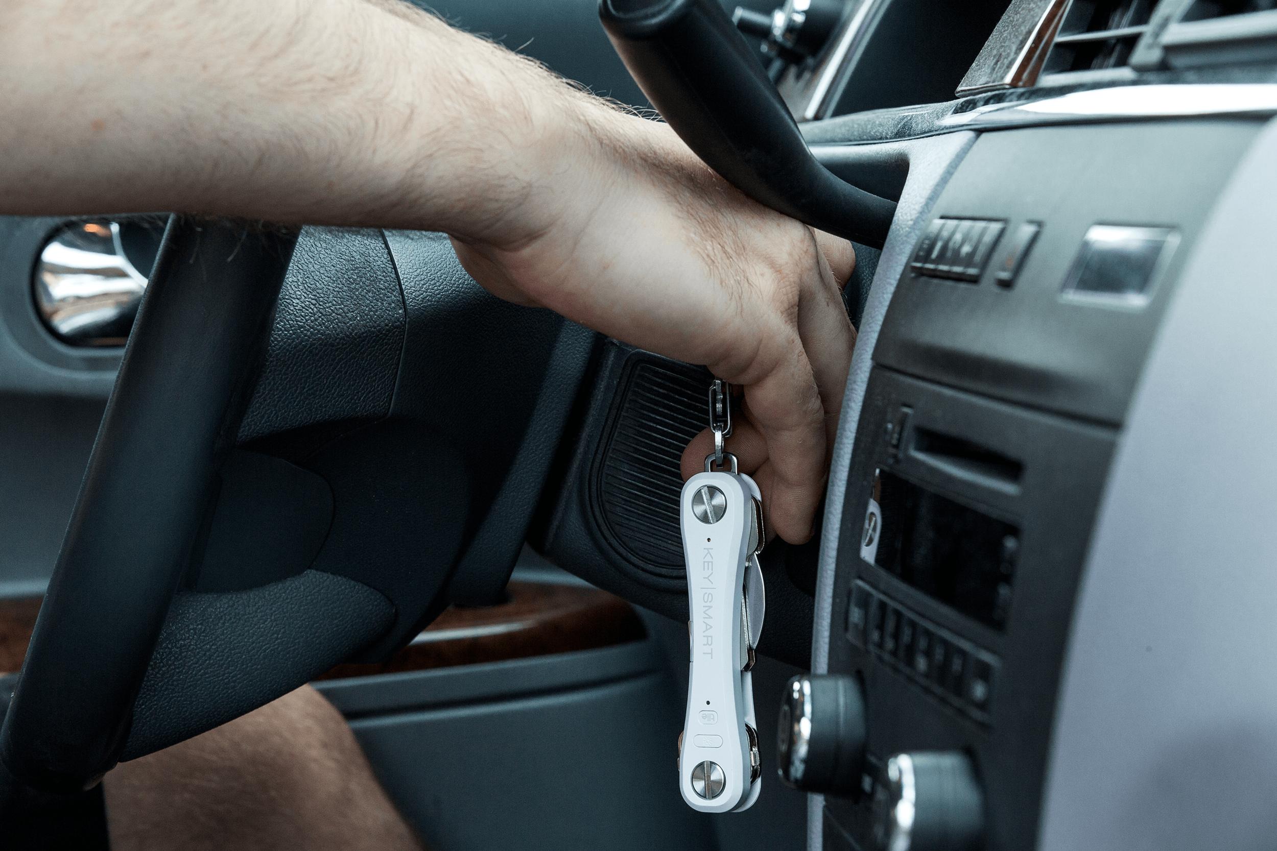 KeySmartPro_Lifestyle_Car.png