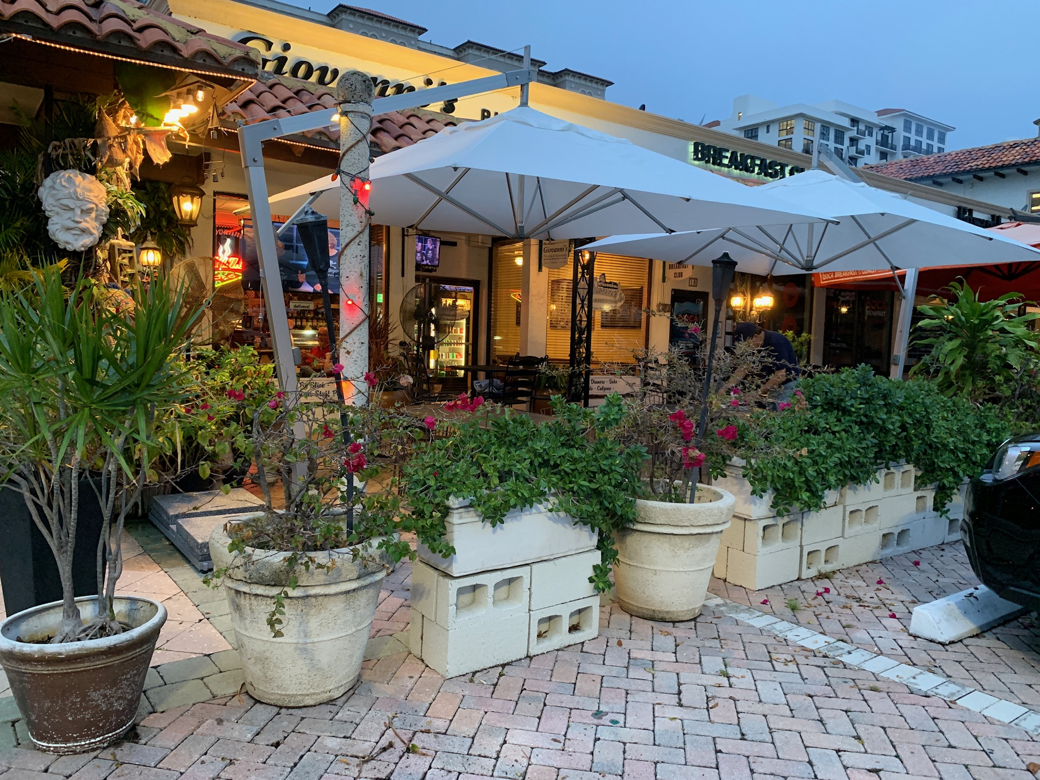 Giovannis Pizzeria Restaurant, Boca Raton: Bambrella's Hurricane Side Wind Offset (Cantilever) Umbrellas are the perfect shade solution for any restaurant!