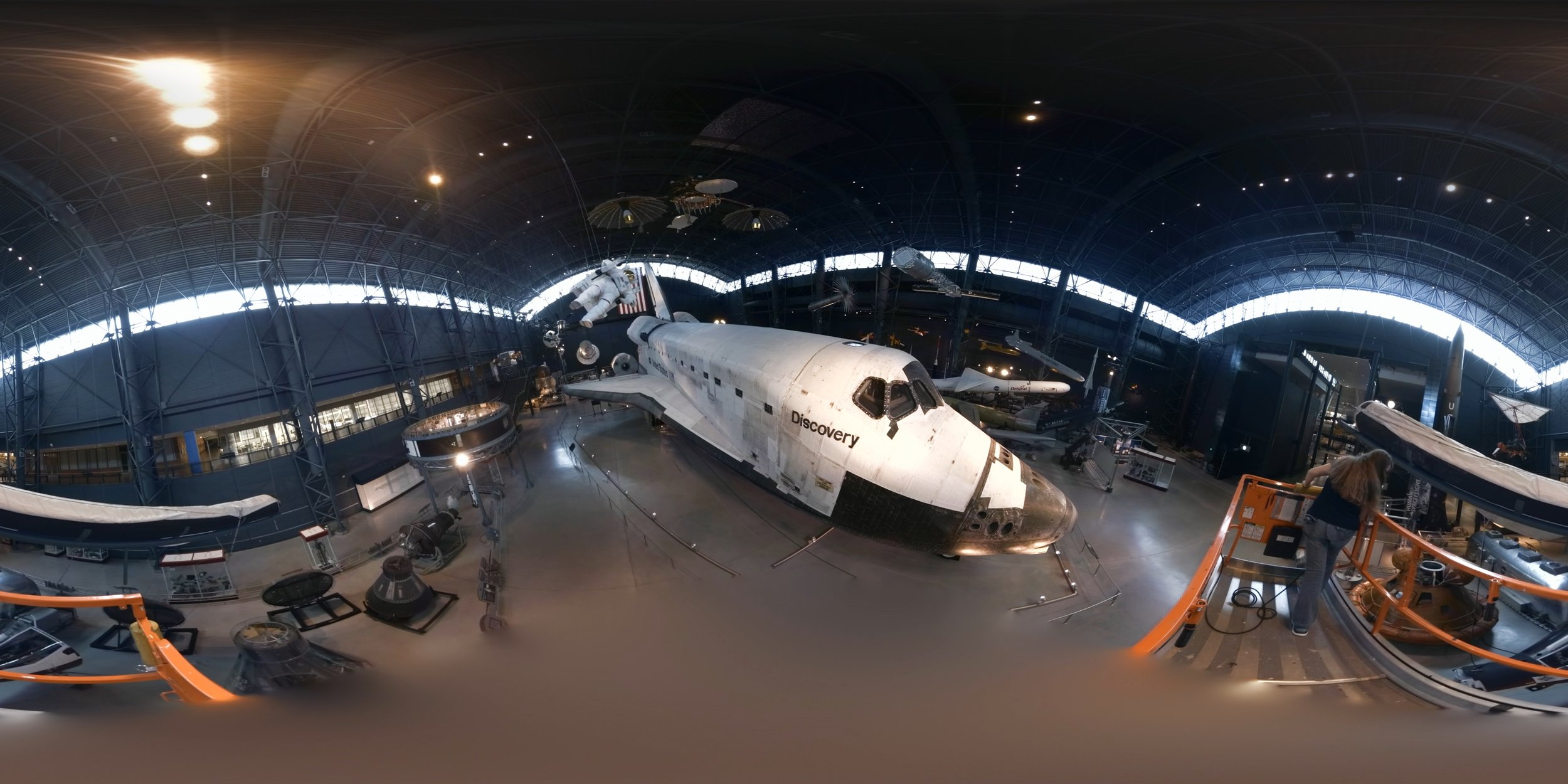 GOOGLE ARTS & CULTURE : Inside Space Shuttle Discovery -