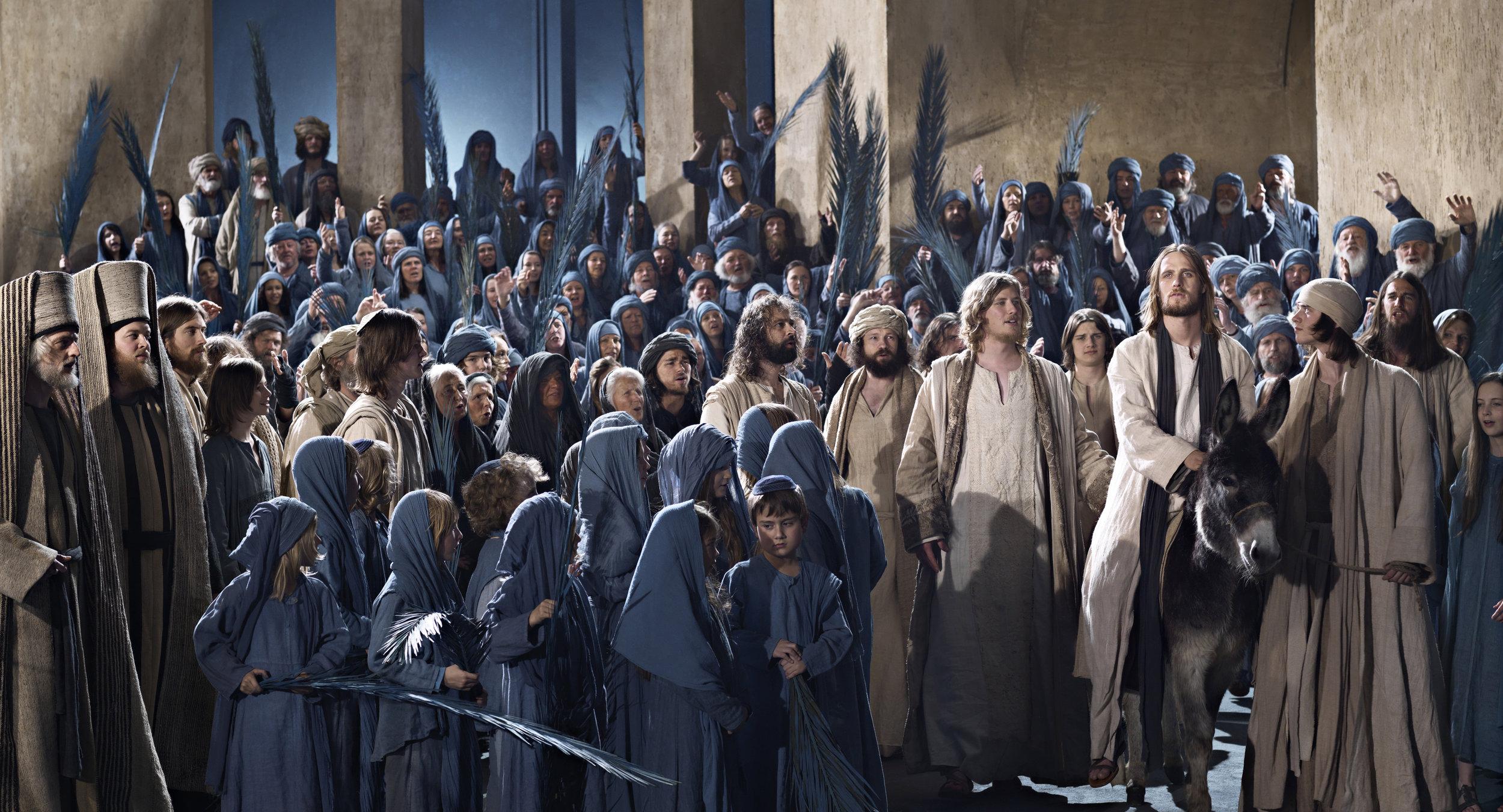 Jesus_enters_Jerusalem.jpg