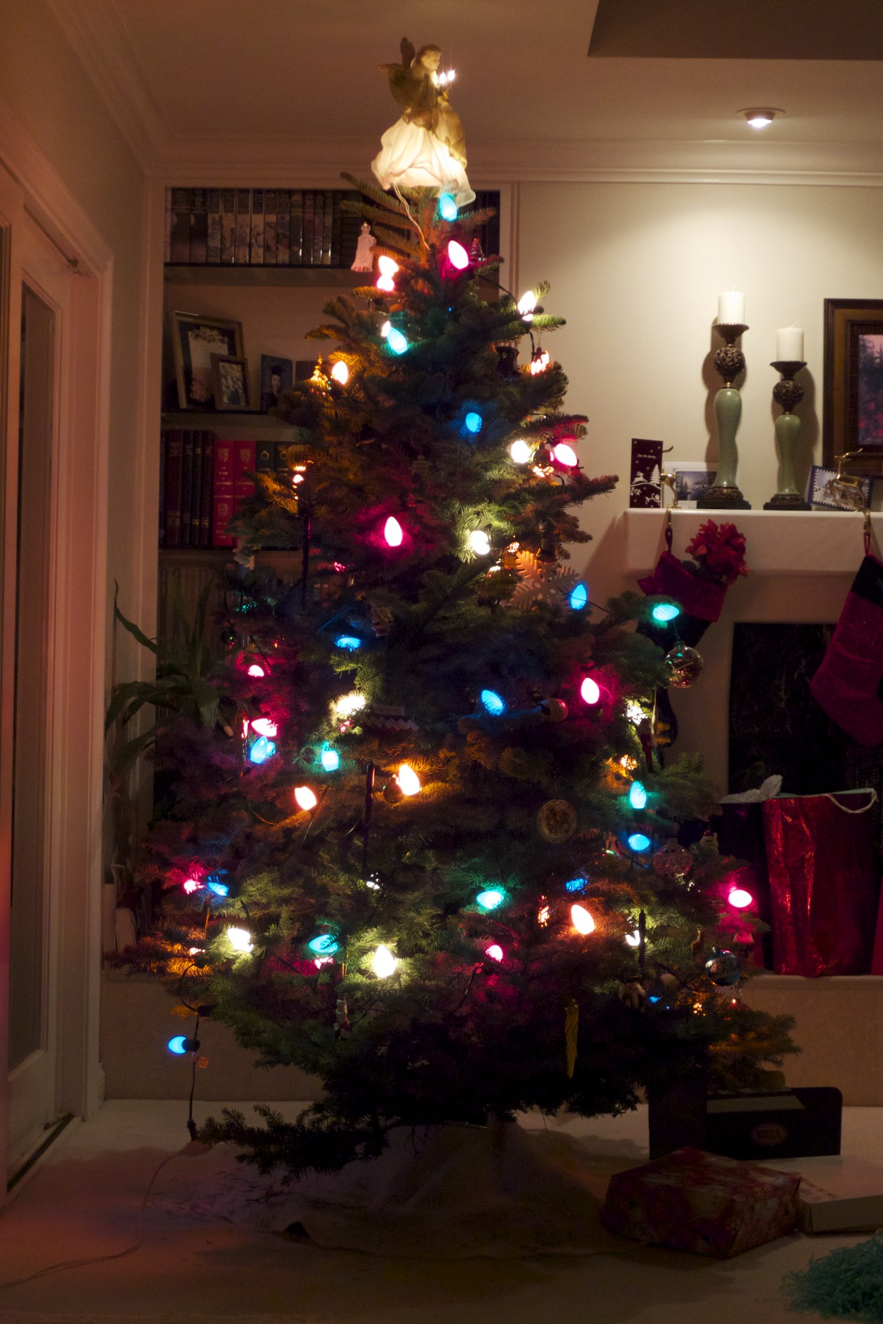 Look at the lights on that Tannenbaum.