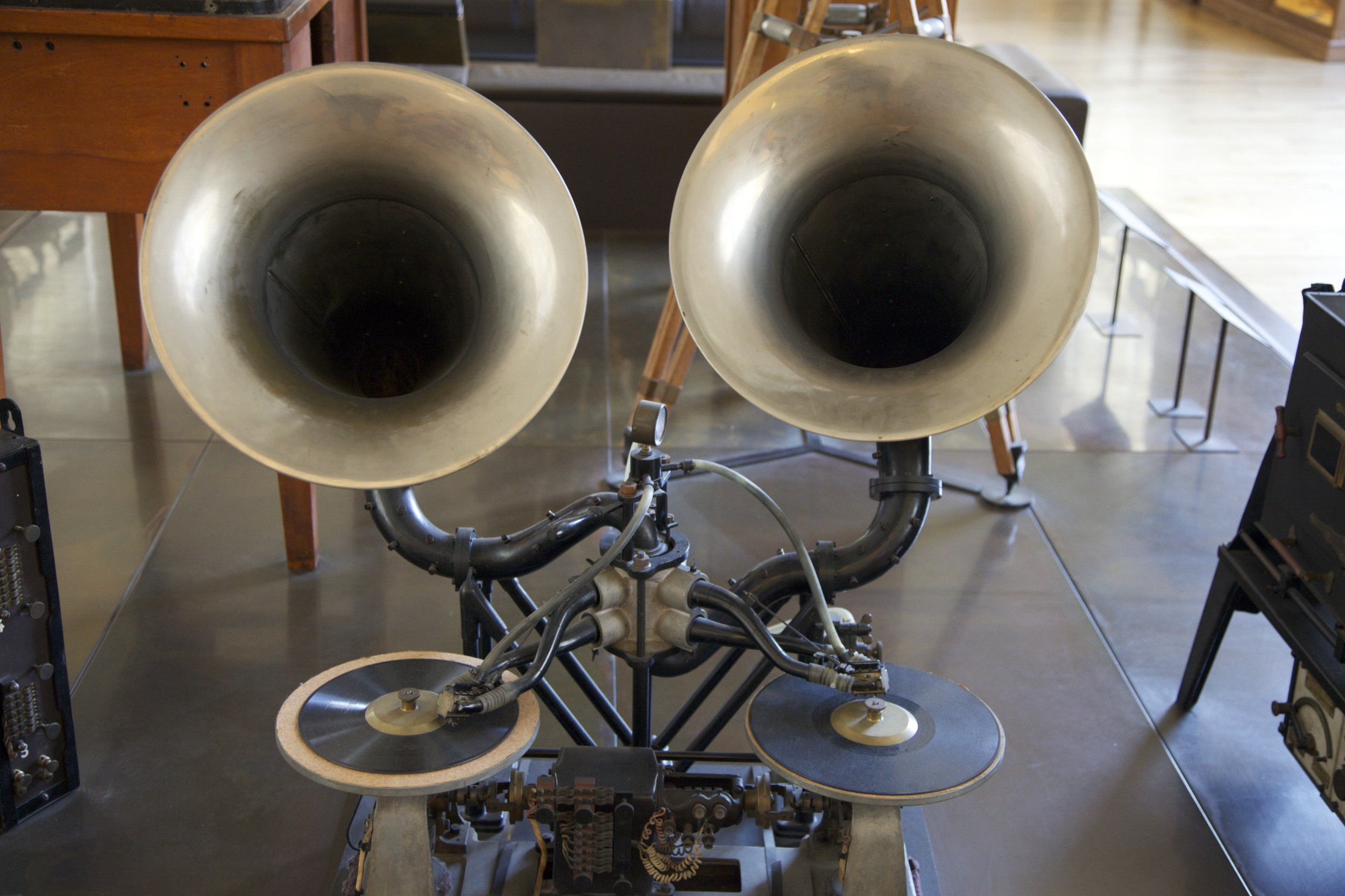 Siamese turntables at the Musée des Arts et Metiers.