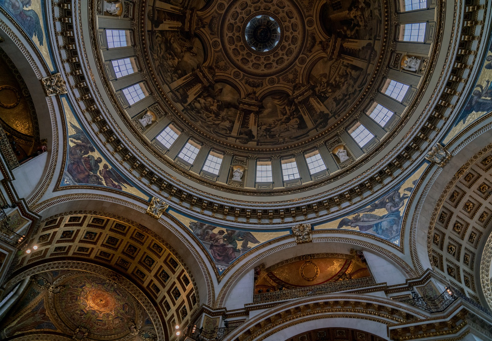 Looking up in St. Paul's Cathedral.   (London, United Kingdom.)