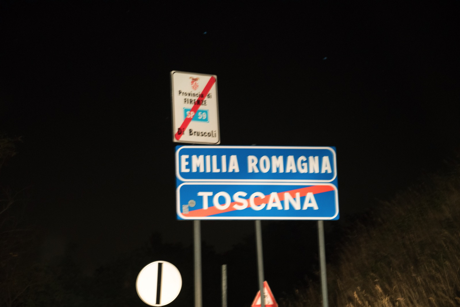 Leaving Tuscany and entering Emilia-Romagna, our home for most of the rest of the trip. (Toscana, Italy.)