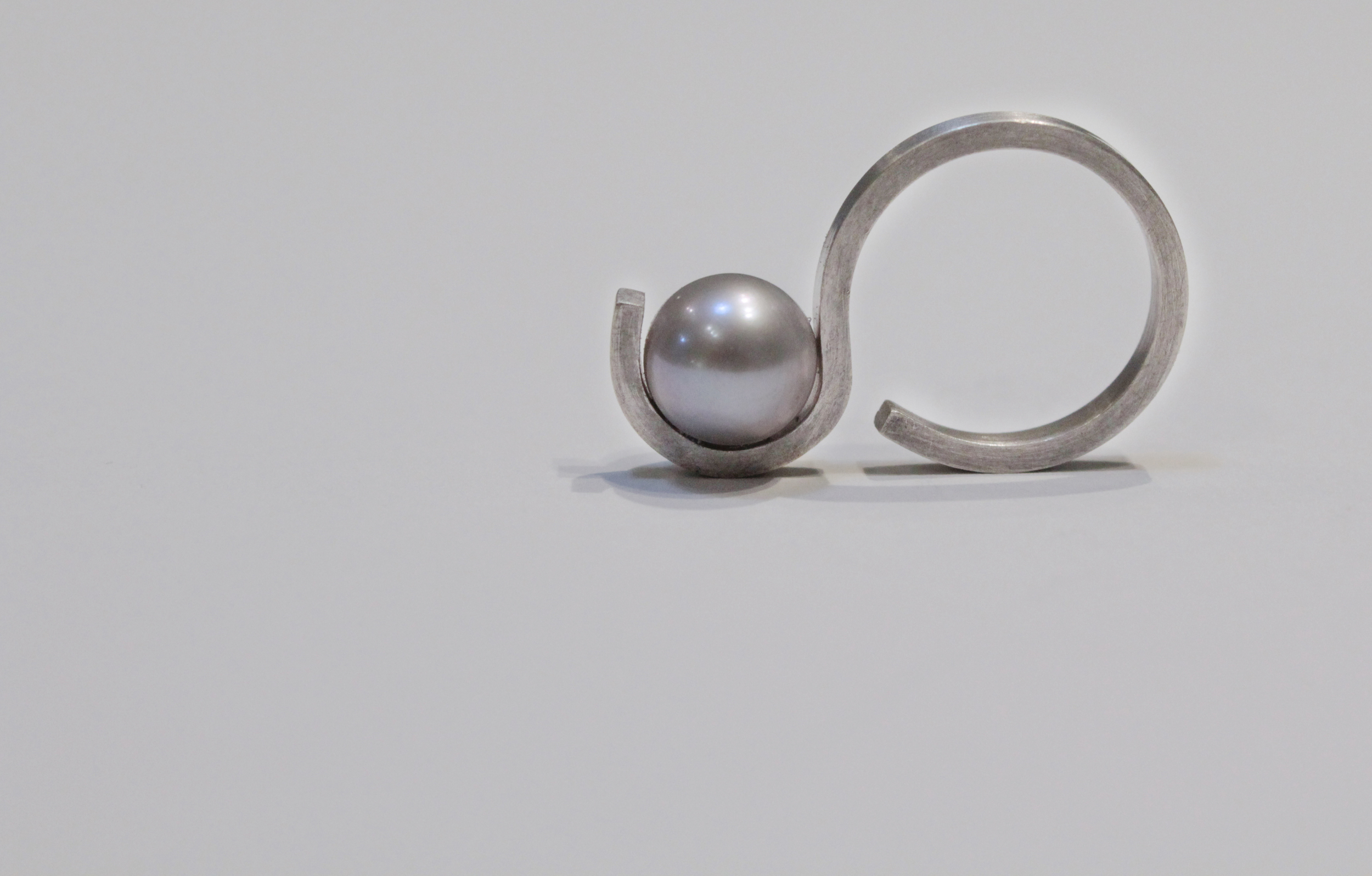 Curve pearl ring.jpg