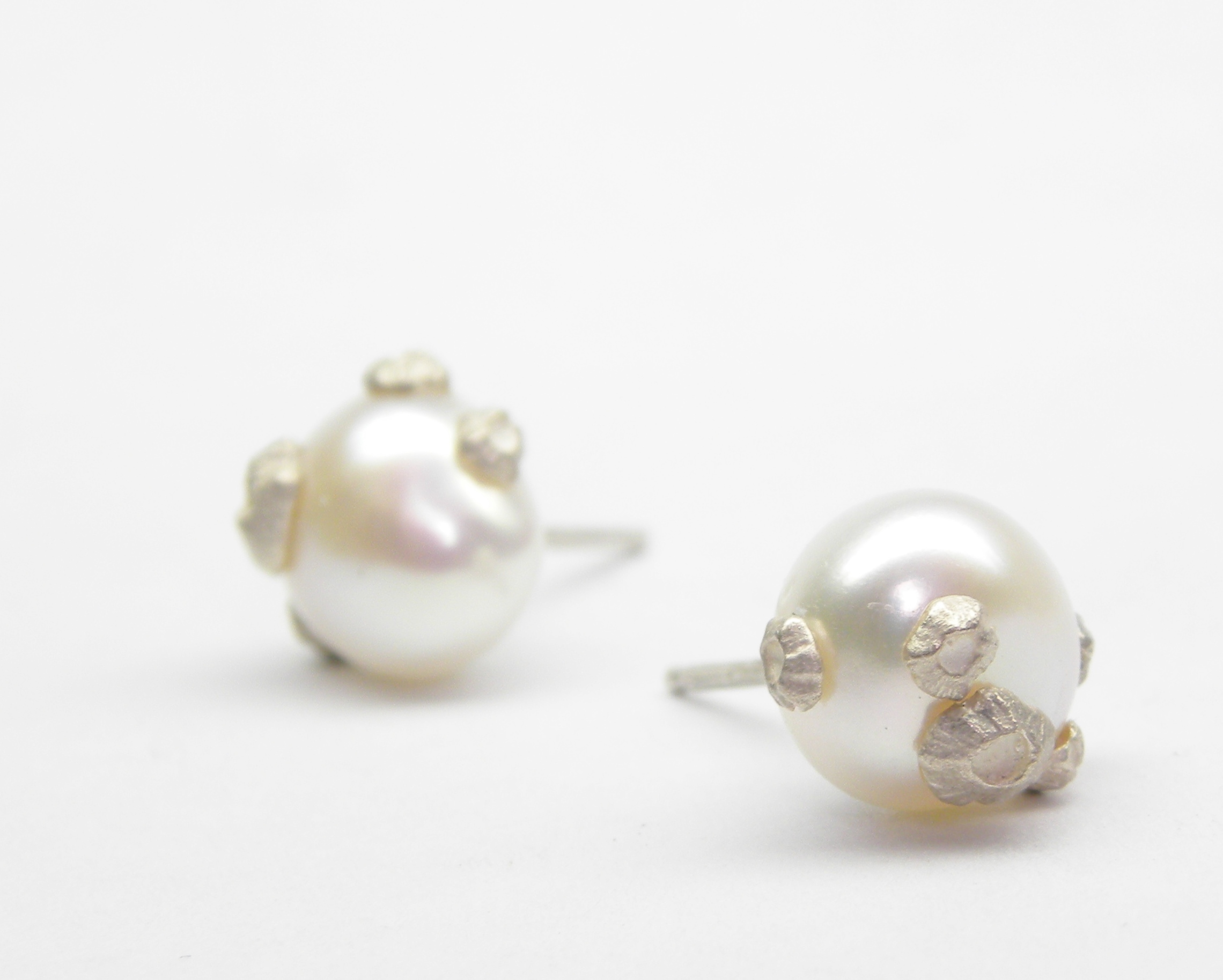 LARGE PEARL STUDS WITH BARNACLES