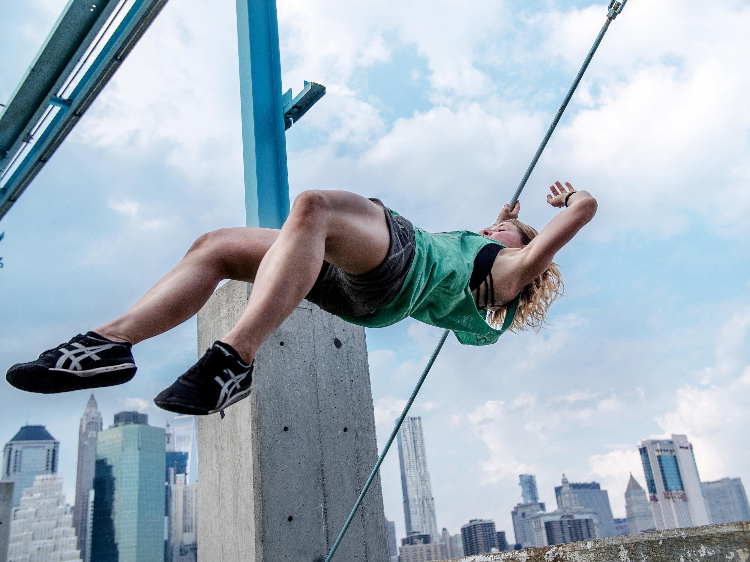 Nikkie-Zanevsky-Parkour-Freerunning-New-York-NYC-Brooklyn-Skochypstiks-Woman-Traceuse-Steve-Zavitz