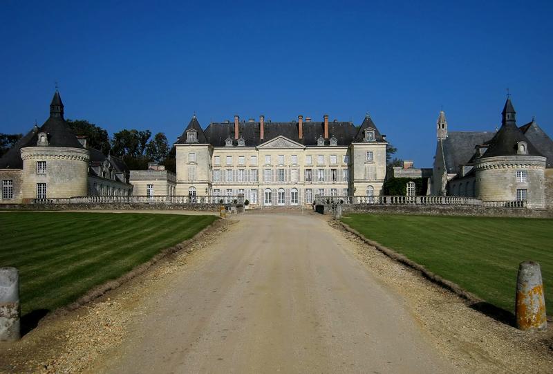 Chateau_de_Montgeoffroy_2