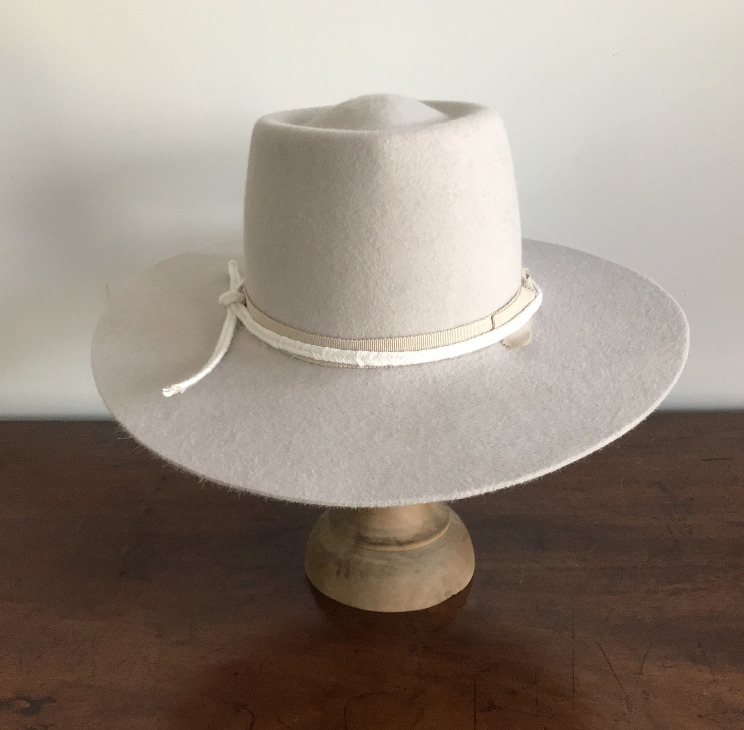 Sabrina Medium Brim : in Alabaster