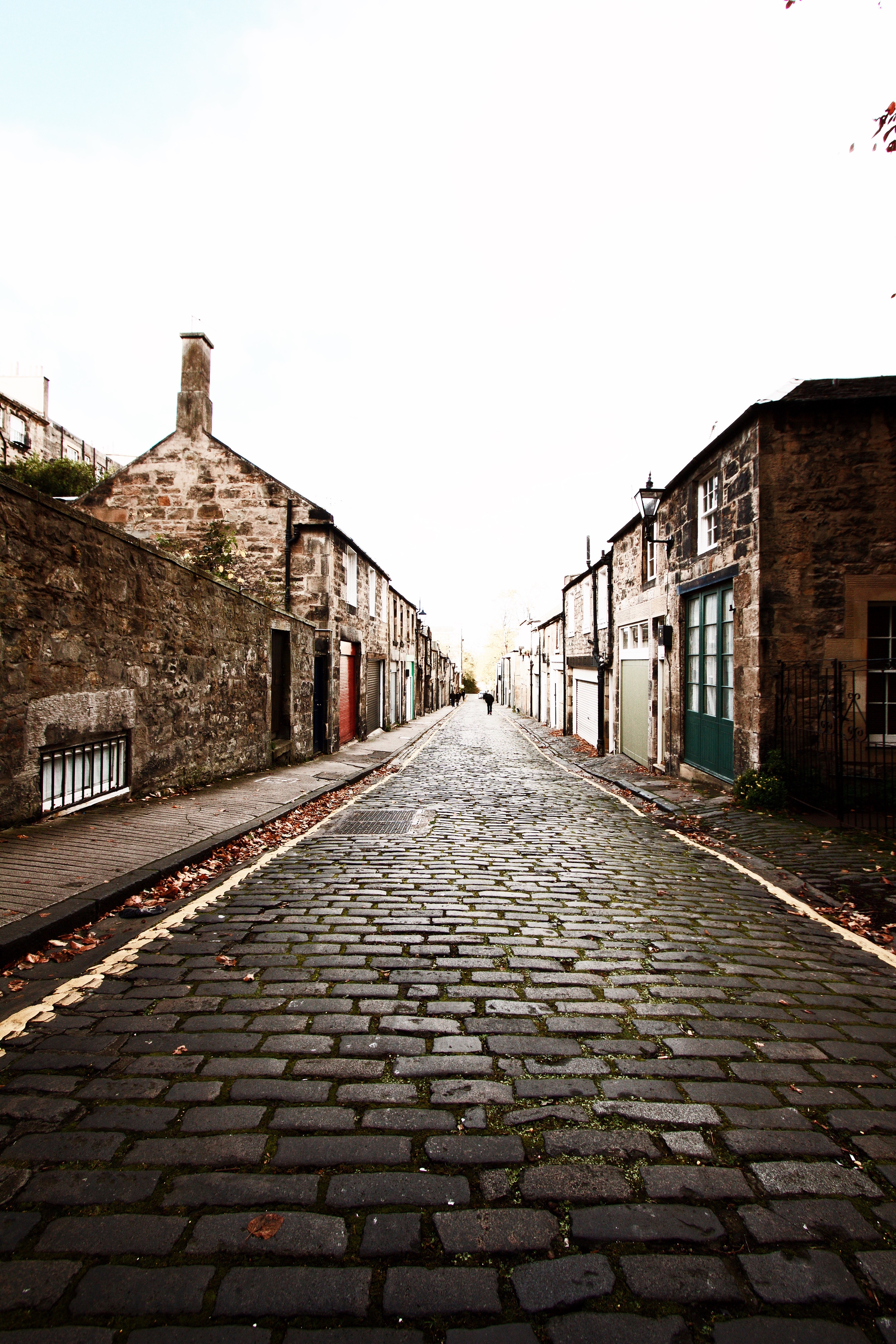 The cobble stone street leading to Nira Caledonia from the city center