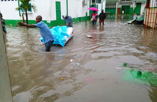 Please send your thoughts and prayers to Aux Cayes. Our team was here yesterday to do a distribution of filters and had to evacuate. The hospitals have been evacuated and many homes are underwater. Please pray that the flooding ends so relief aid can continue. 🇭🇹🙏