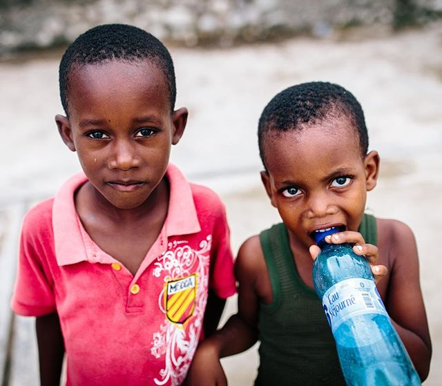Little ones with the most captivating eyes at our training #Haiti 💙😇📸:@joeldkuhn