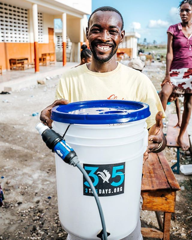 """Our water filter system that everyone in #Haiti is now calling the """"magic bucket"""" 💦💫✨💫"""