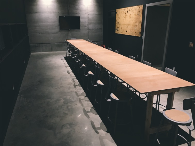 The temporary conference table in the meeting room.