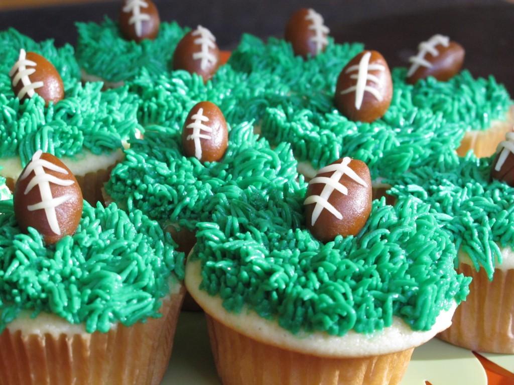Sweet Kiera - SuperBowl super bowl cupcakes