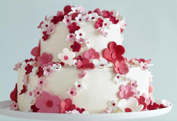201005-omag-cake-toasted-almond-600x411