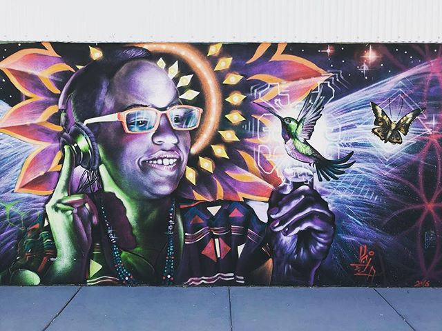 🦋 #graffiti #graffitiart #santafe #santafeart #santafeartdistrict #newmexico #mothersday #howtosantafe #santafenewmexico #downtownsantafe #nofilter